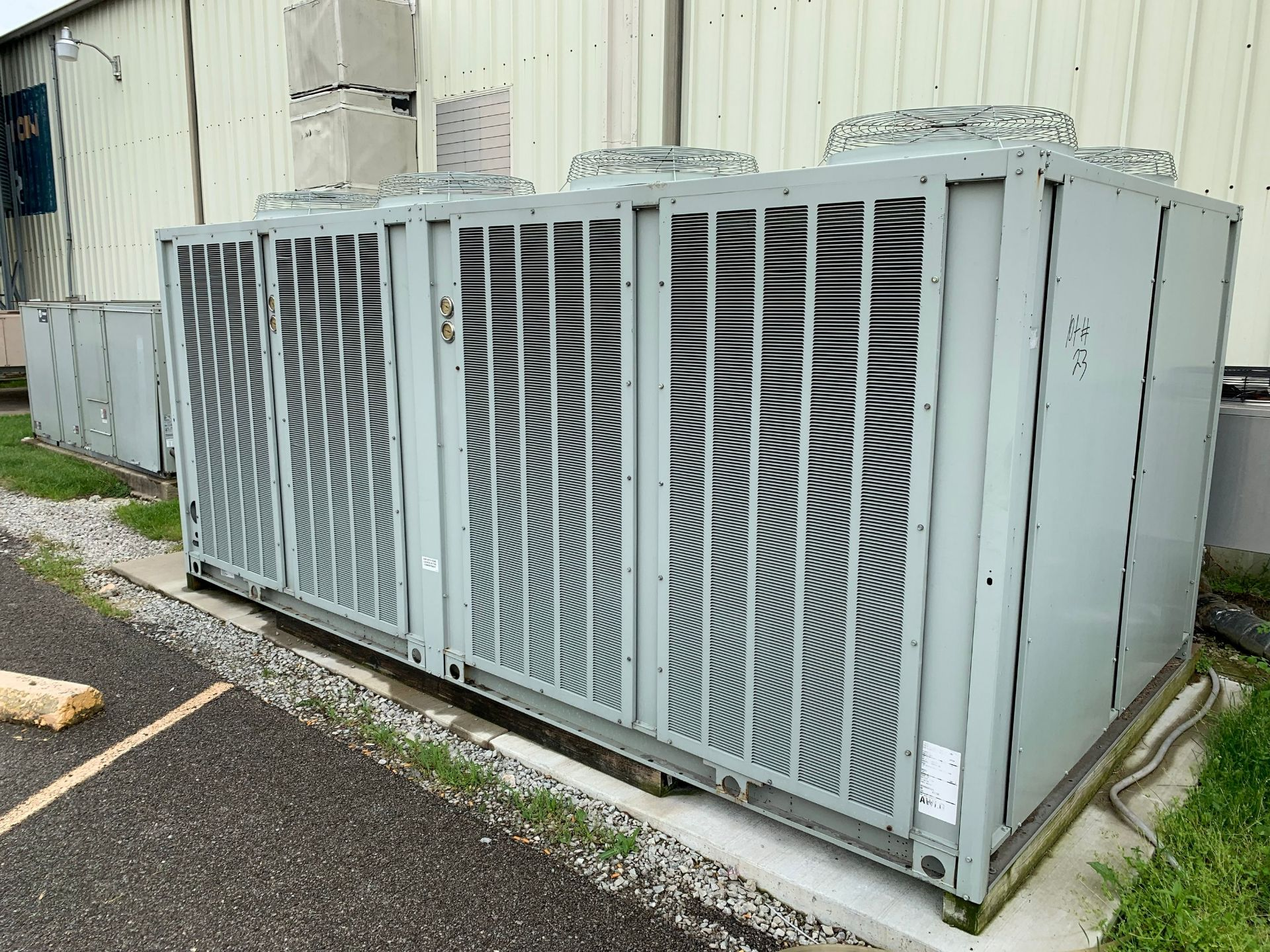 Lot 23 - 80 TON TRANE MODEL RAUJC804PB032BDF0035 AIR CONDENSED CENTRAL WATER CHILLER; S/N C13A00509, REMOTE
