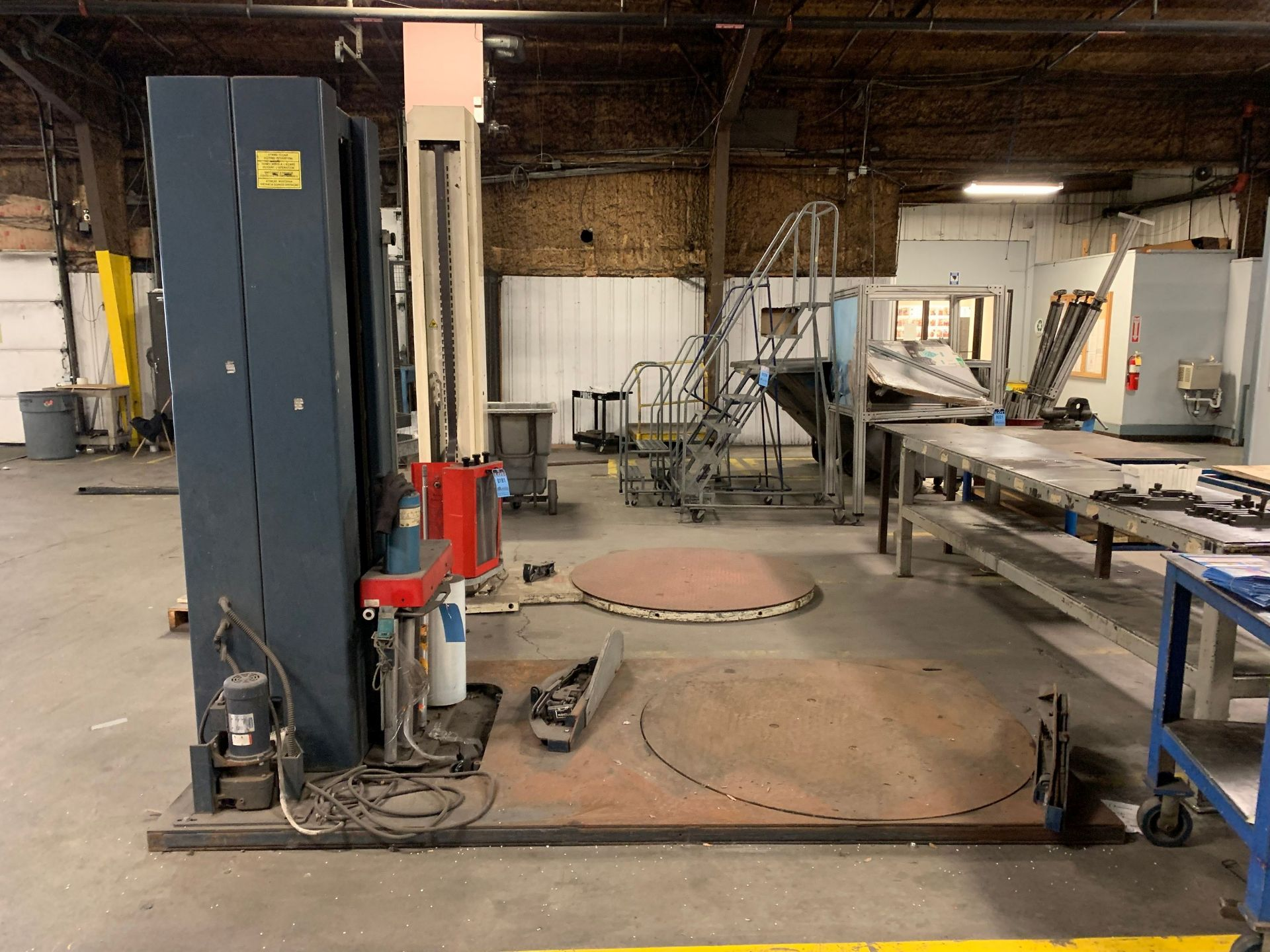 """Lot 180 - WULFTEC MODEL WLD-200 AUTO STRETCH WRAPPER; S/N 0499-4313, 60"""" ROTARY TABLE"""