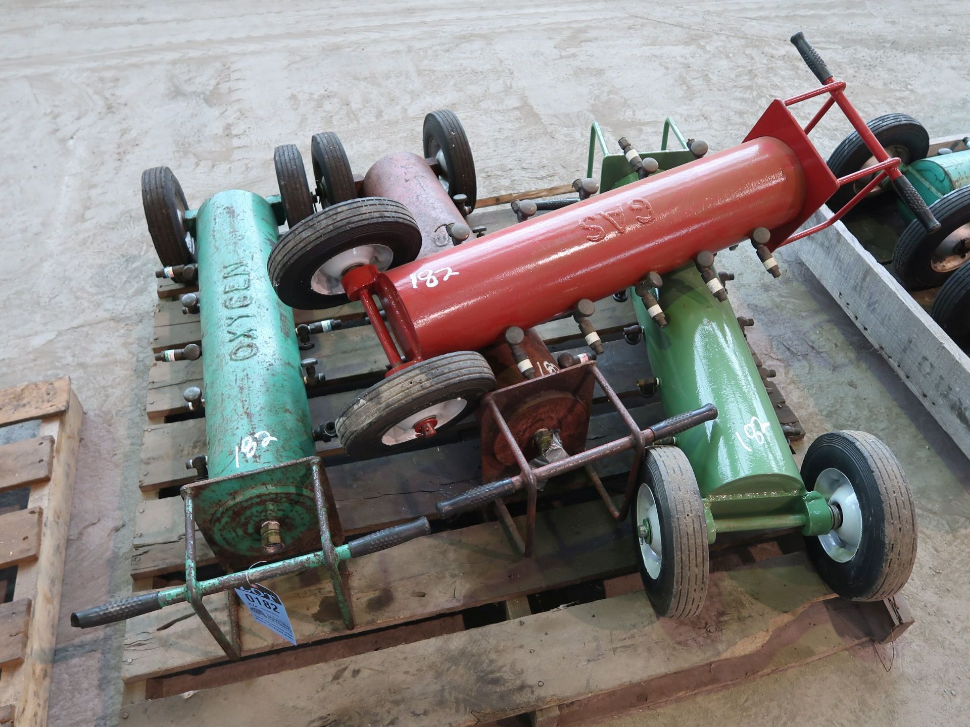 Lot 182 - PORTABLE OXYGEN AND ACETYLENE MAIFOLDS