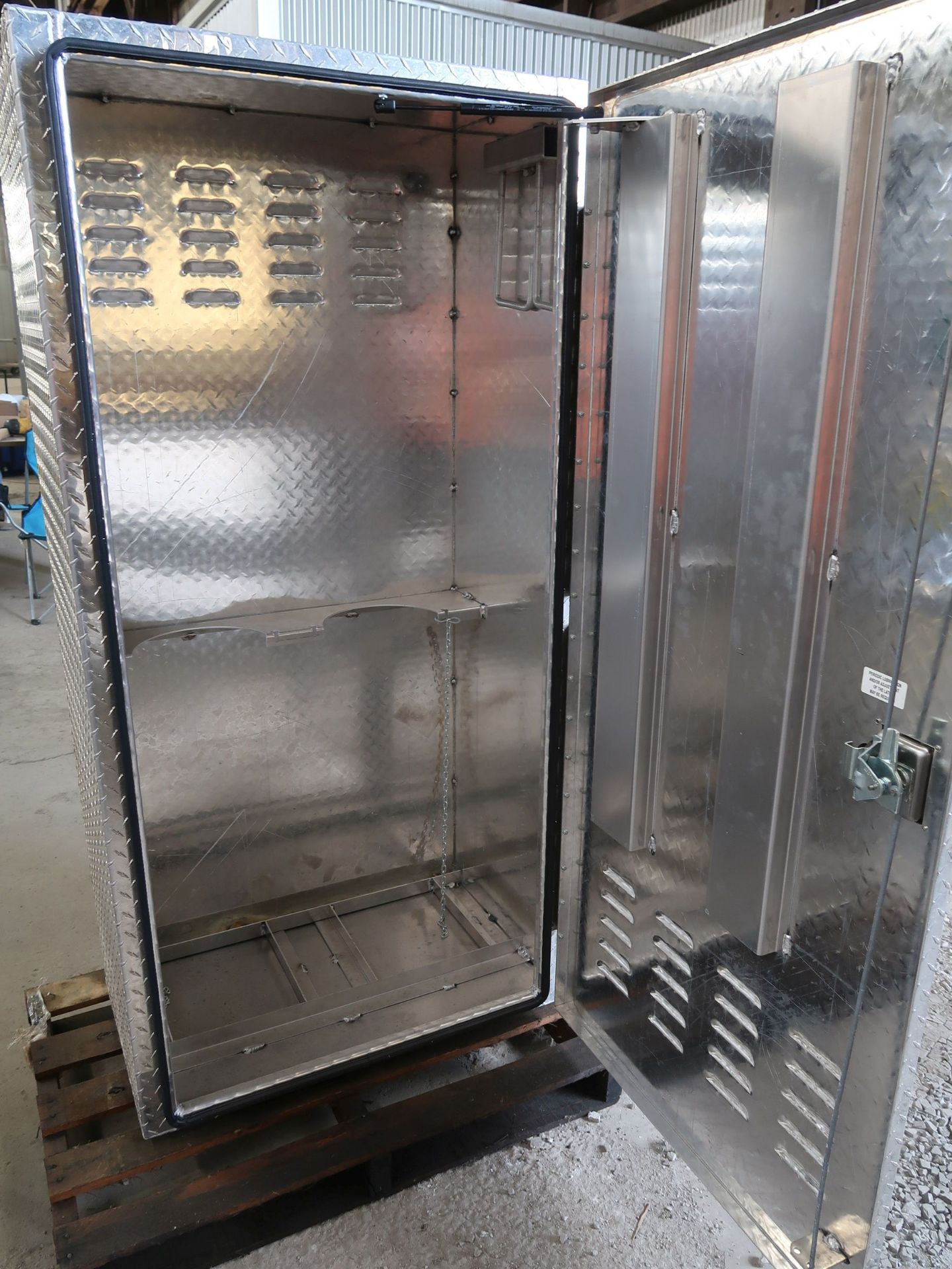 "Lot 47 - 18"" DEEP X 32"" X 66"" HIGH RC SINGLE DOOR ALUMINUM DIAMOND PLATE OXY-ACETYLENE STORAGE CABINET *BRAND"