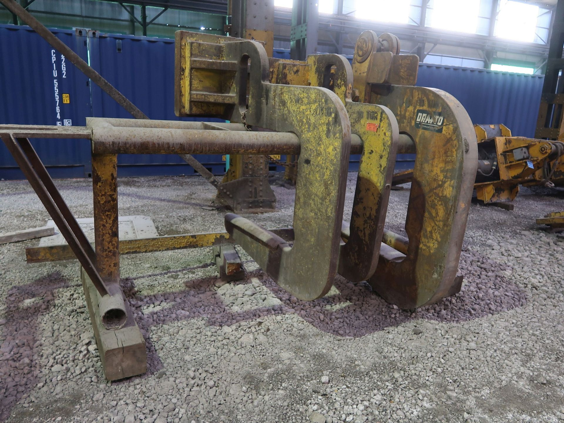 Lot 443 - LARGE CAPACITY CRANE C-TYPE COIL HOOKS WITH STAND