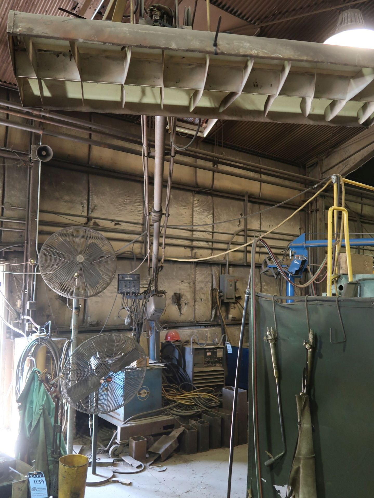 Lot 1137 - 500 AMP LINCOLN IDEALARC R3R-500 ARC WELDER WITH 15' BOOM AND WIRE FEEDER