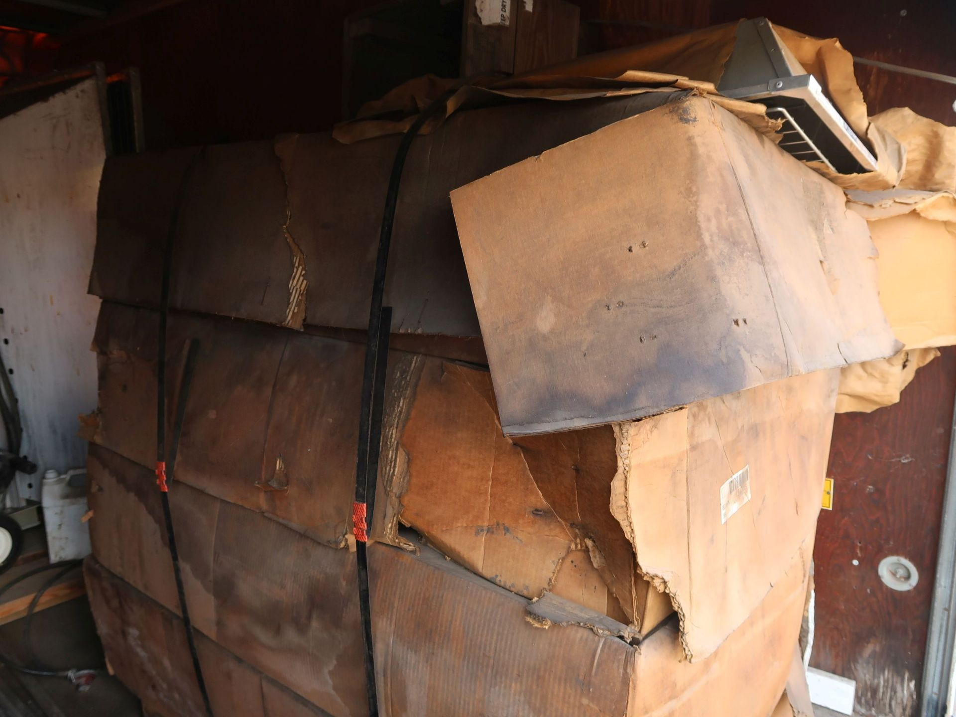Lot 1003 - (LOT) HEATER, KEROSINE AND ELECTRIC WITH 14' BOX TRUCK