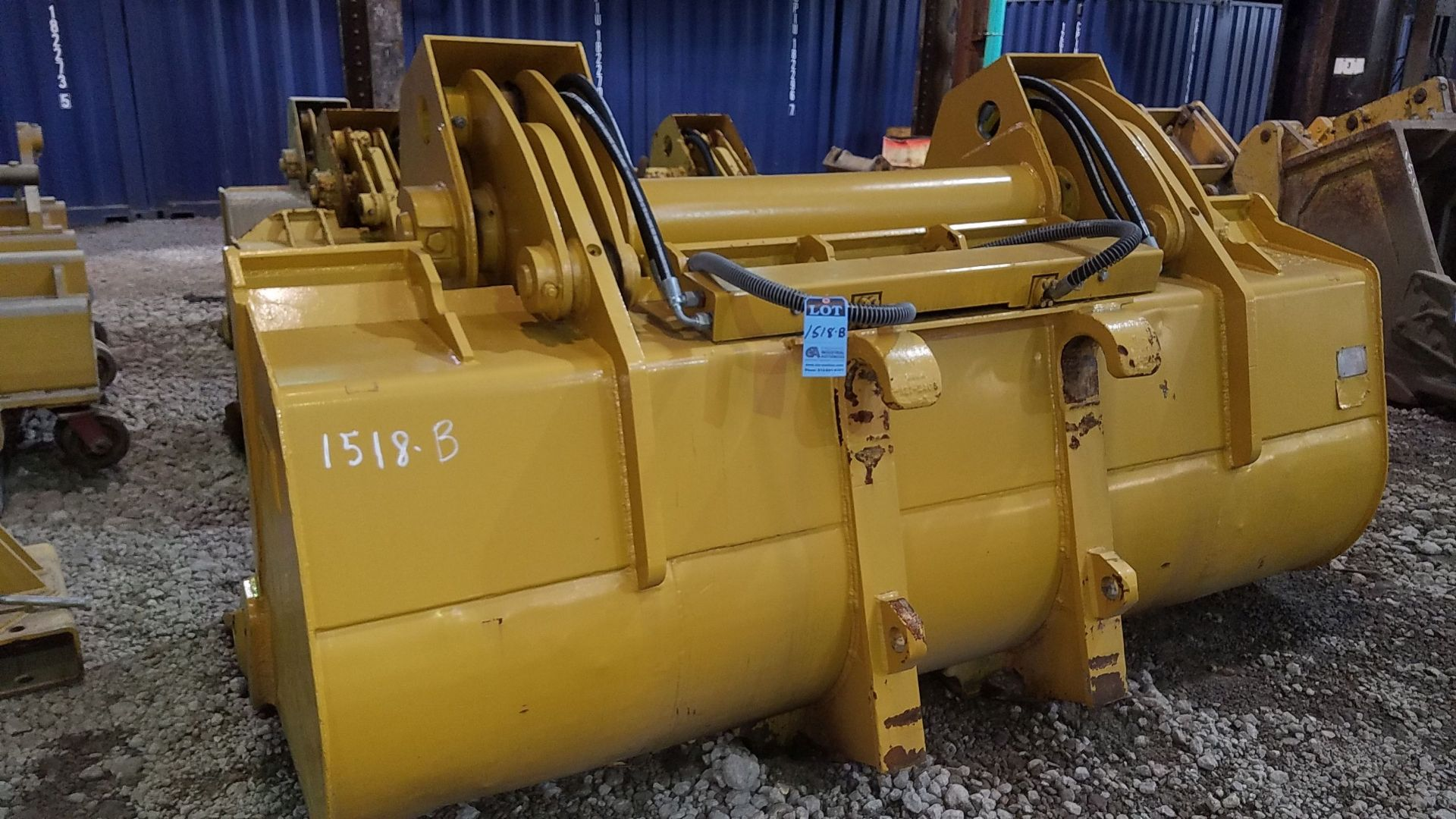 """Lot 1518B - 113"""" WIDE 950 LOADER BUCKET WITH CLAM SHELL ATTACHMENT MODEL 17210"""