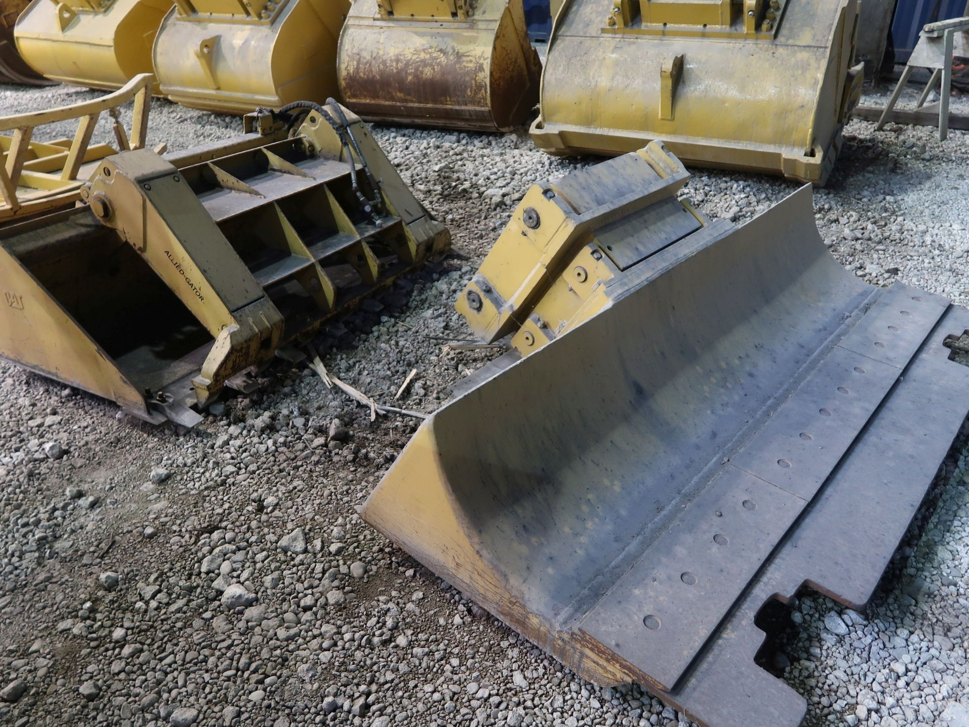 Lot 1520 - (LOT) (3) SKID STEER BUCKETS AND (1) SKID STEER HYDRAULIC POWER BUSH HOGS