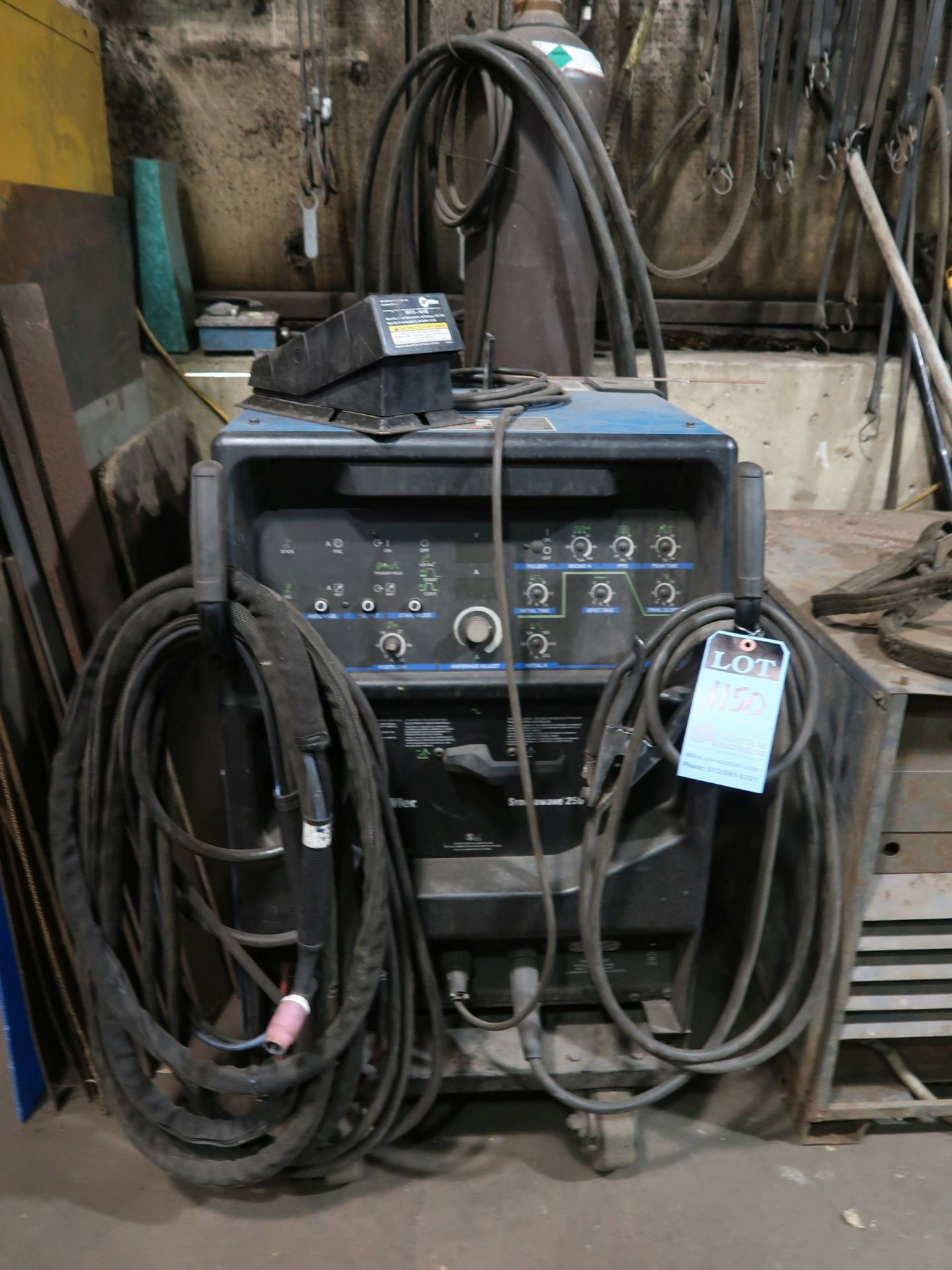 Lot 1150 - 250 AMP MILLER SYNCROWAVE 250DX WELDER