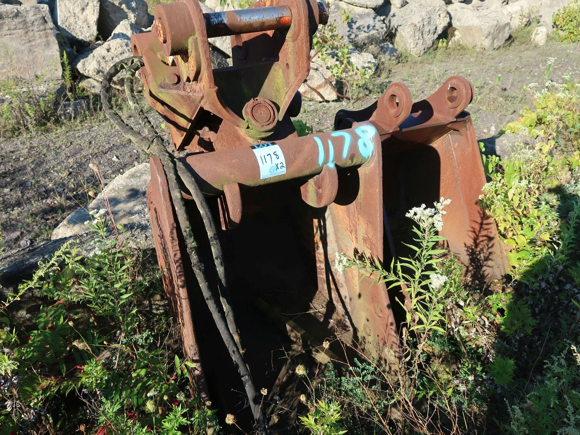 """Lot 1178 - 28"""" AND 32"""" EXCAVATOR BUCKETS"""
