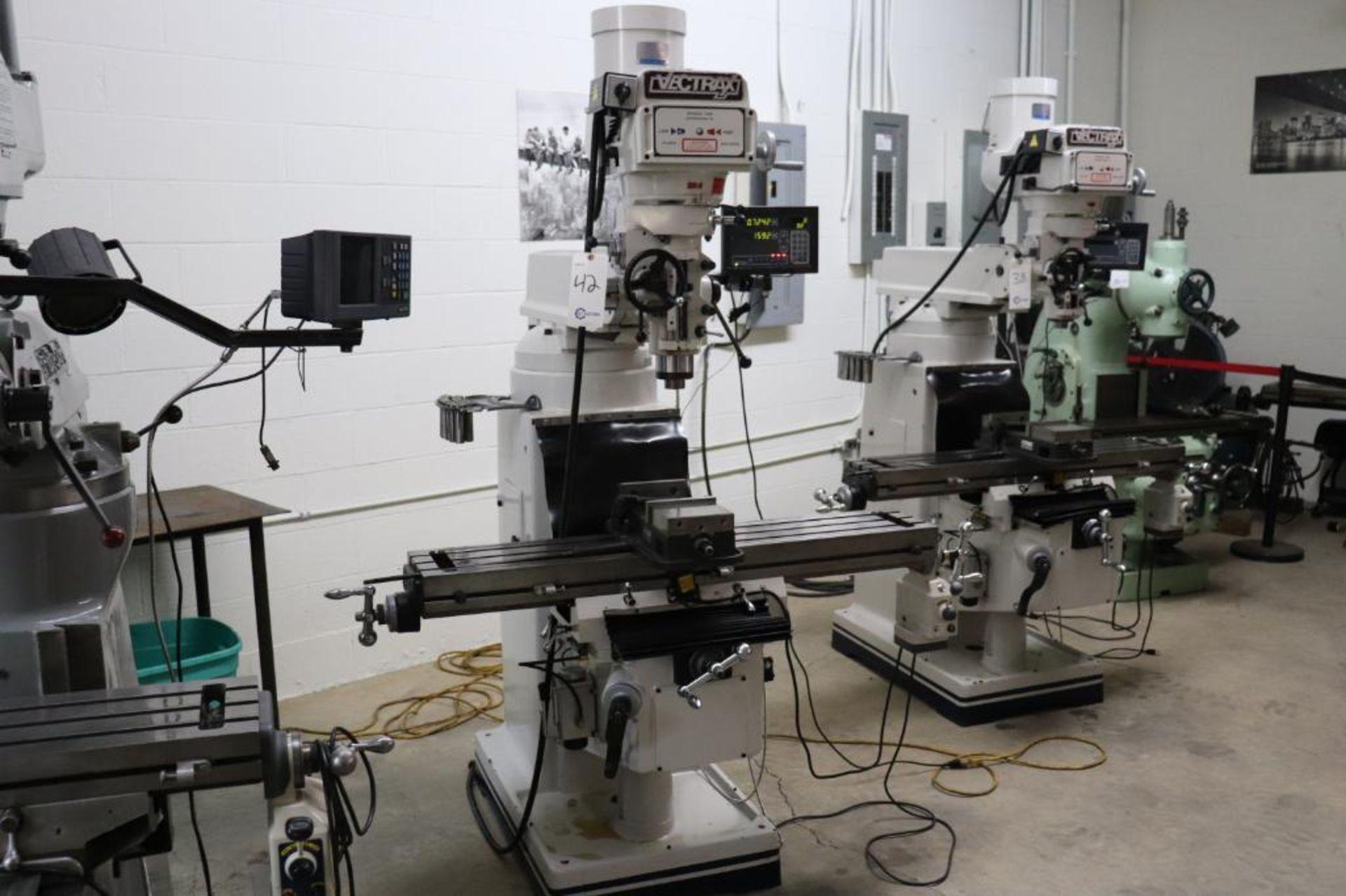 Vectrax GS16V vertical milling machine w/ Newall DP700 DRO9