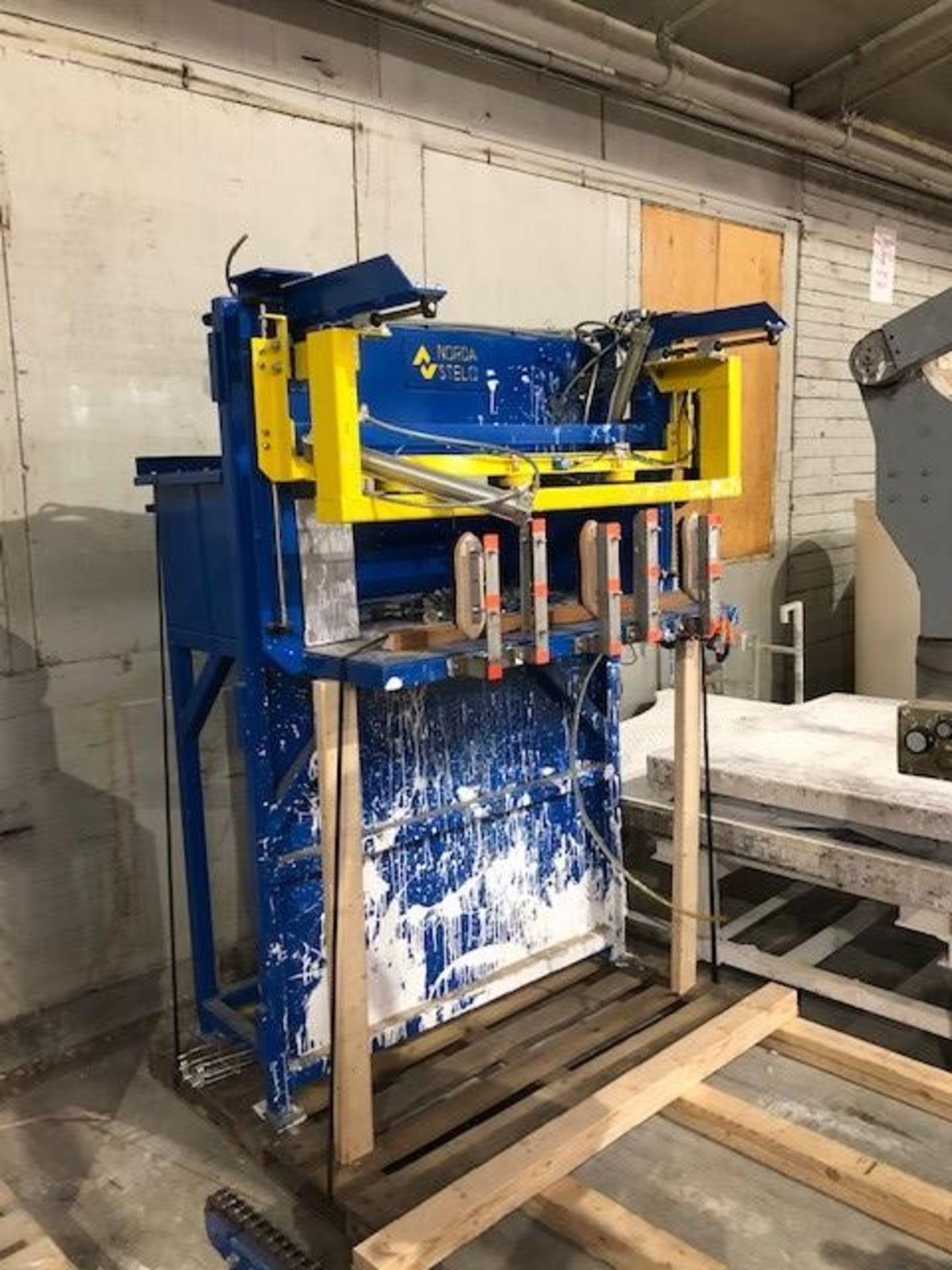 Lot 44 - Carton dispenser (robot sérac) Solutech