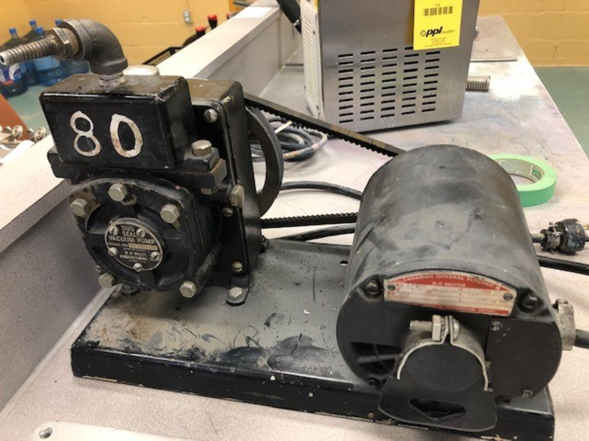 Lot 21 - Vacuum pump W.M. Welch duo seal pump sn 15263-0 and 7 x vacuum plates