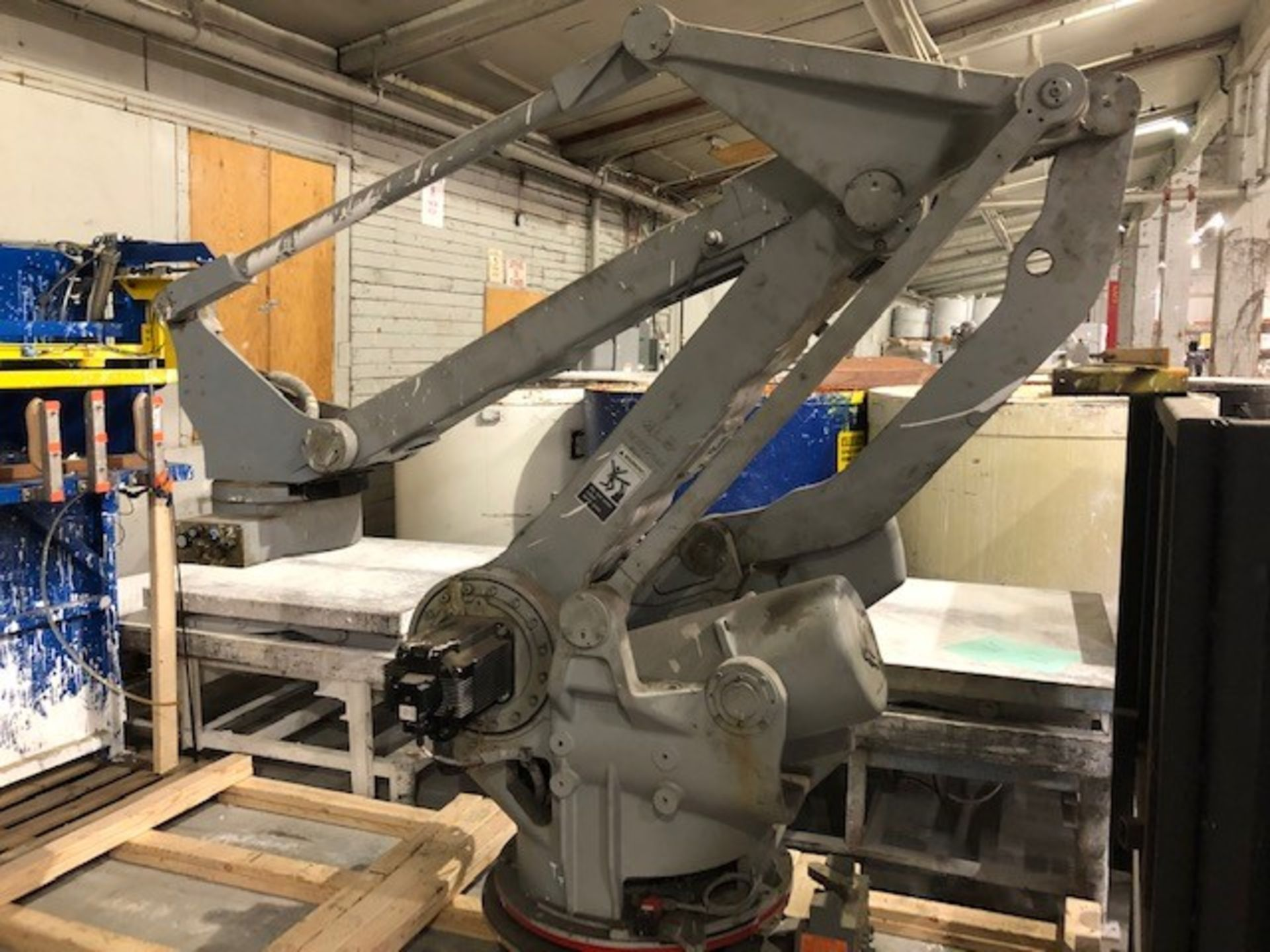 Lot 43 - Robot Motoman, Type: YR-EPL160-A10, payload 160 kg, s/n: S5M019-1-1, date: 2005.09