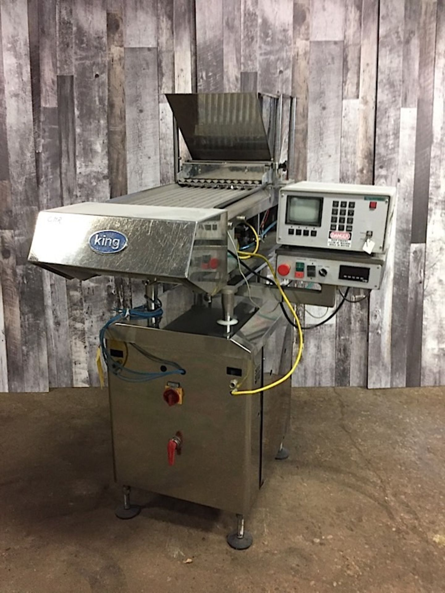 Lot 28 - KING TABLET COUNTER MACHINEACCURACY OF PILL COUNTING CAN BE MONITORED EITHER VISUALLY OR