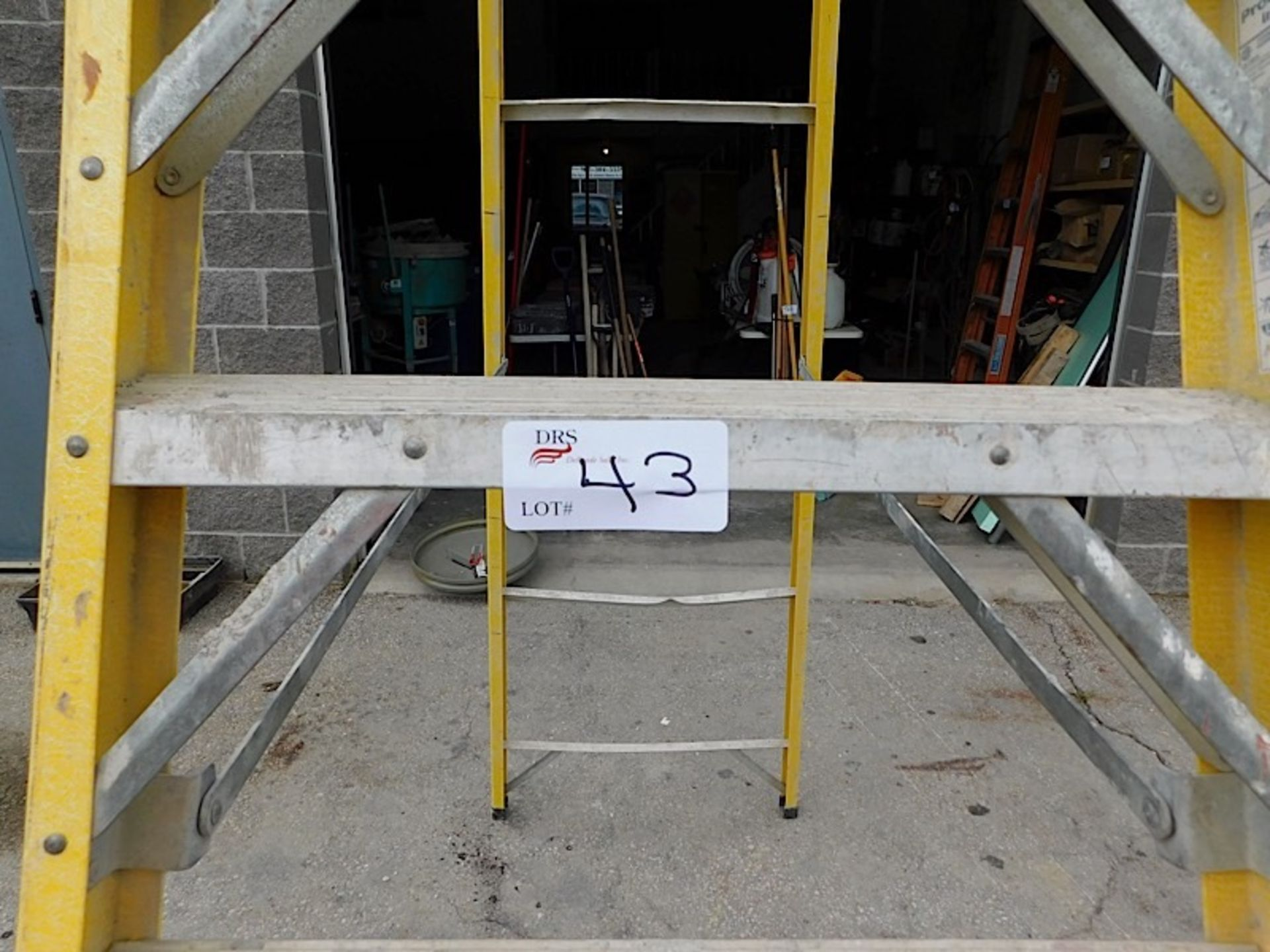 Lot 43 - YELLOW LADDER