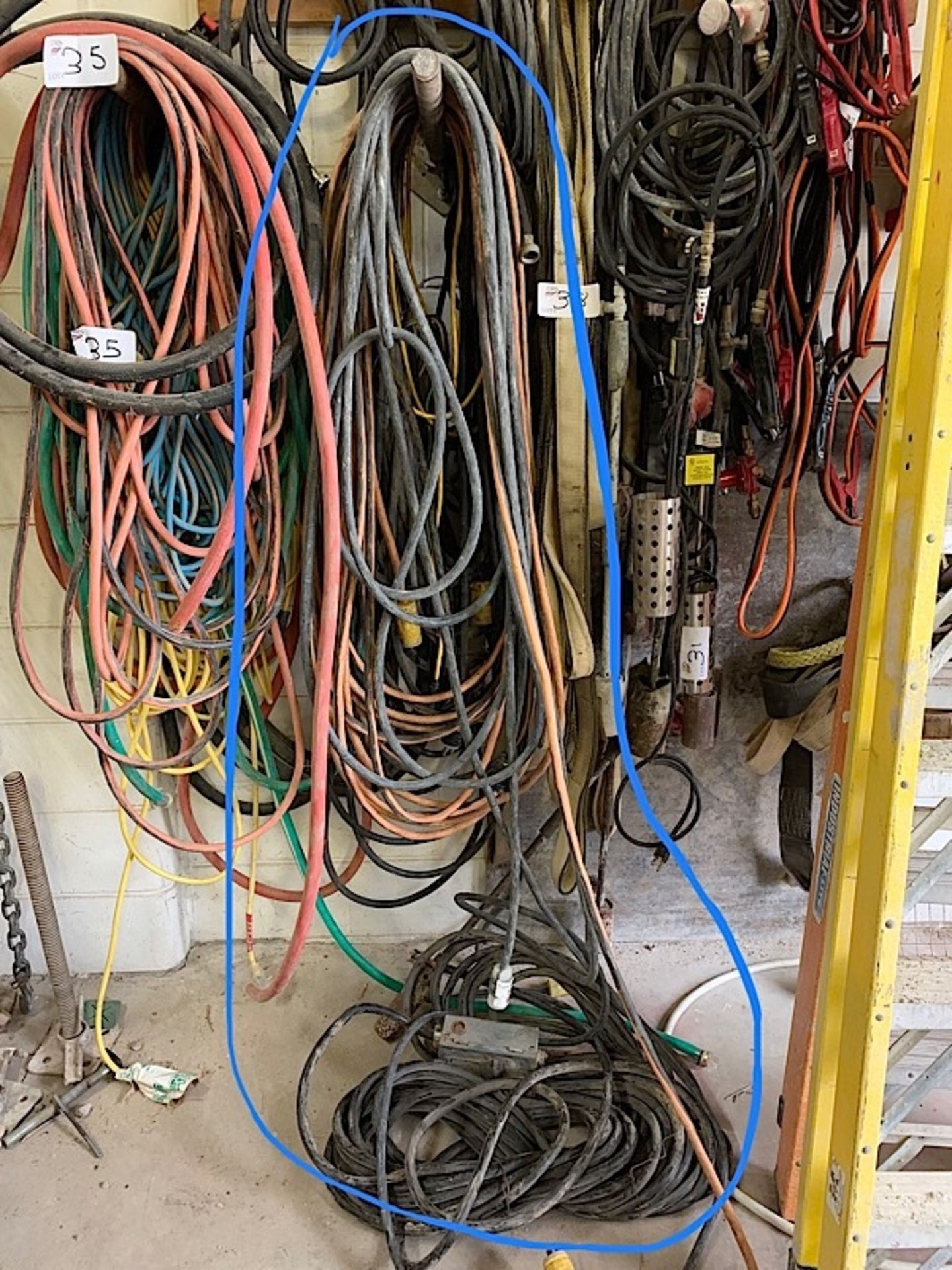 Lot 34 - LOT OF EXTENSION CORDS