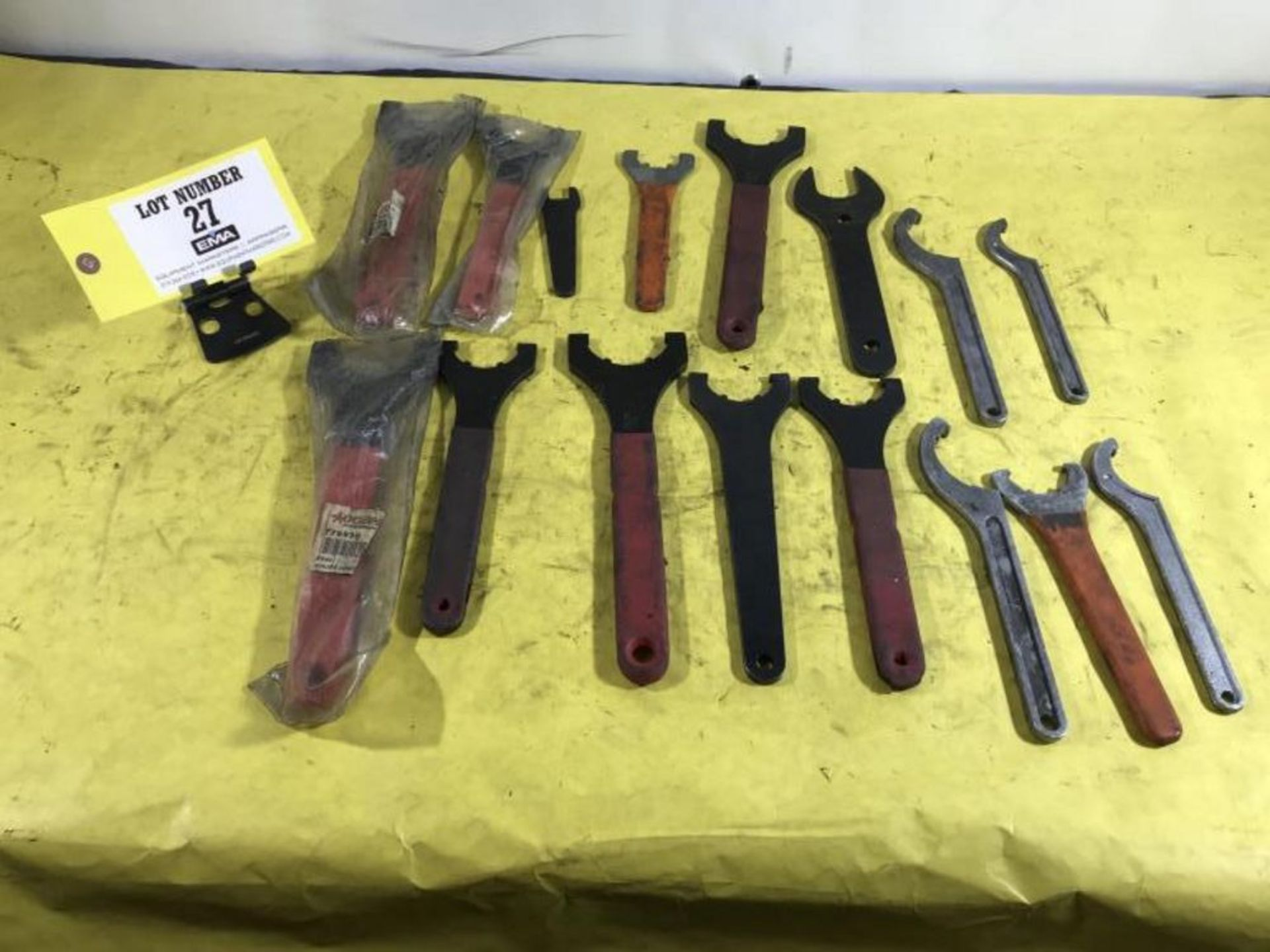 Lot 27 - Chuck Wrenches