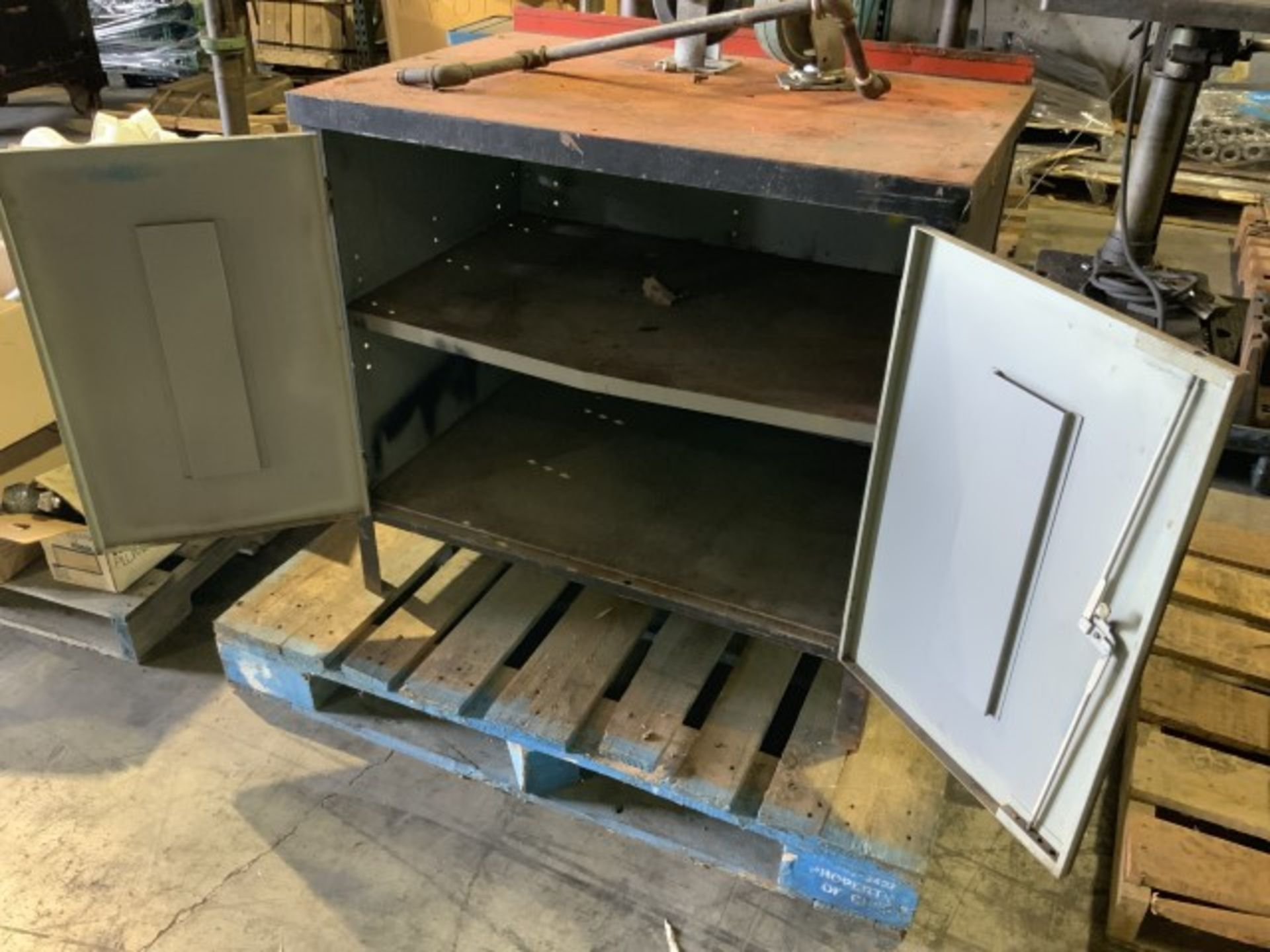 Lot 1362 - Work bench cabinet