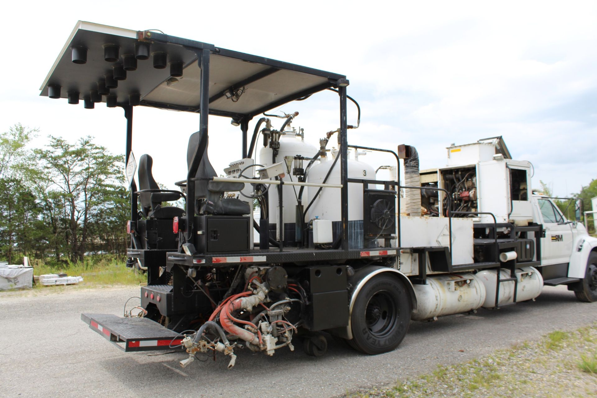 Lot 2 - 2016 MRL 4000 PT Paint Striper, s/n 04404 mounted on 1995 Ford F800 VIN 1FDWF80C1SVA44334
