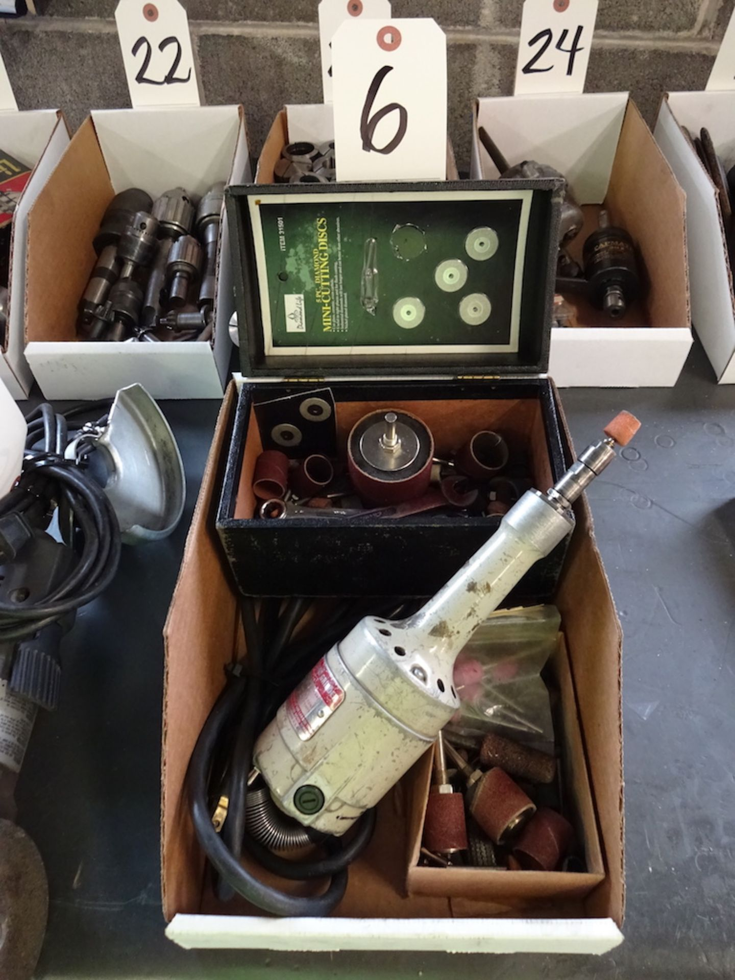 Lot 6 - DAYTON MODEL 2Z824 HAND GRINDER WITH ACCESSORIES