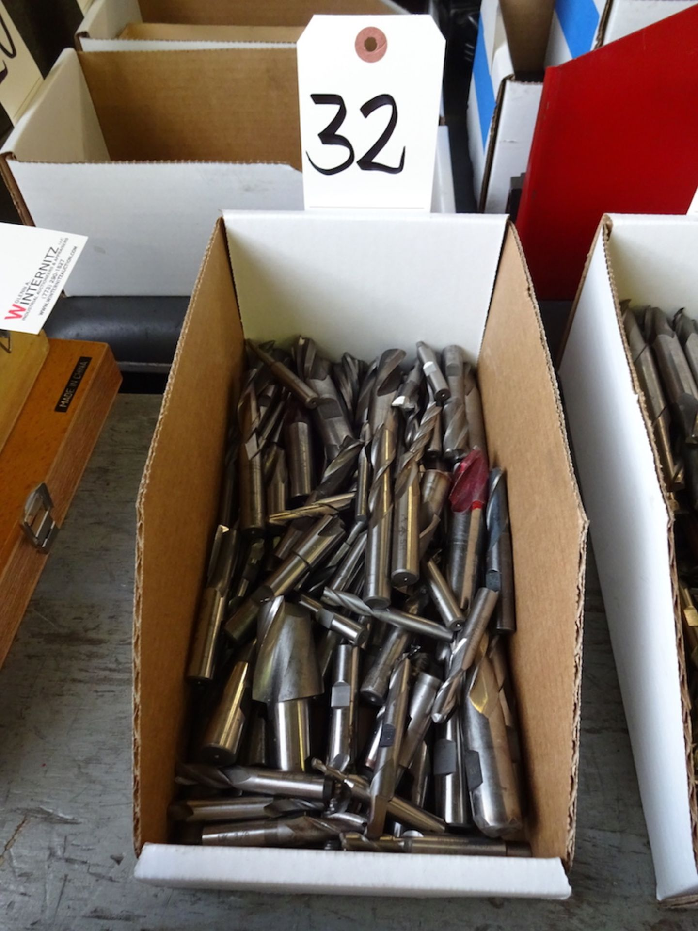 Lot 32 - ASSORTED END MILLS