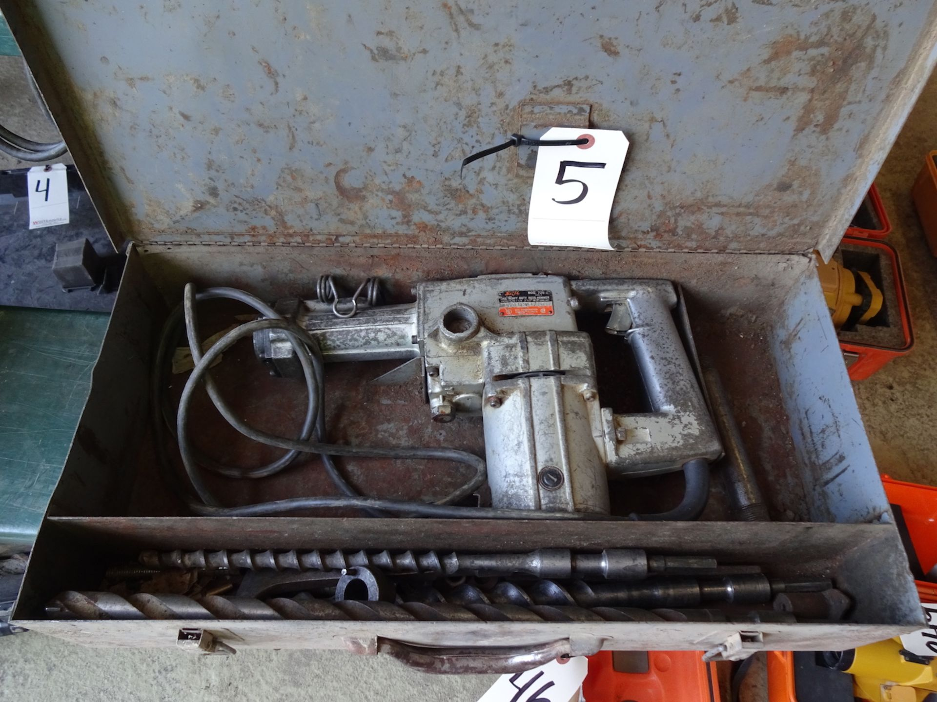 Lot 5 - SKIL HEAVY DUTY ROTARY HAMMER MODEL 726 WITH CASE AND BITS