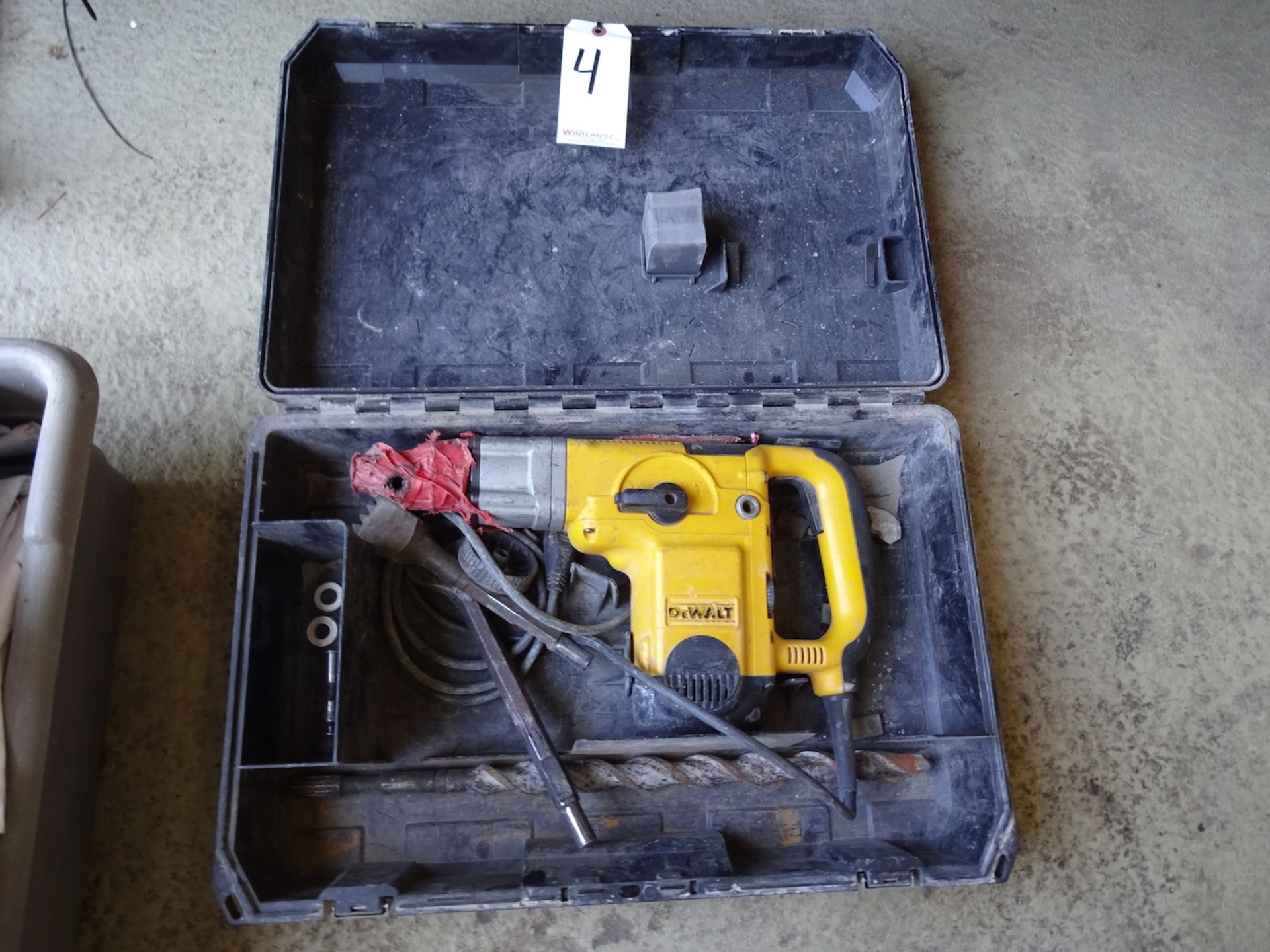 """Lot 4 - DEWALT 1 3/4"""" ROTARY HAMMER WITH CASE AND BITS, MODEL D25650"""