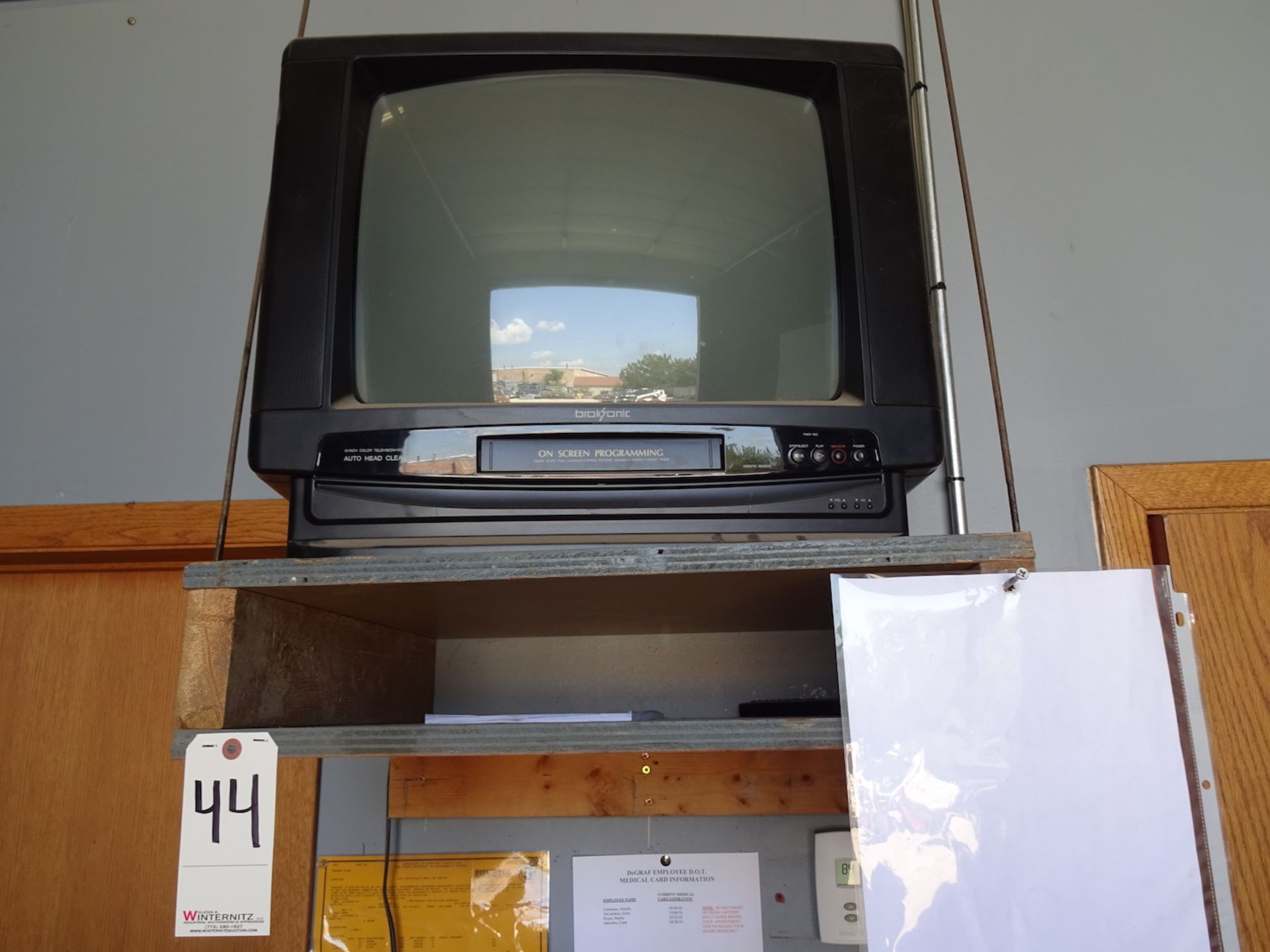 Lot 44 - BROKSONIC TV/VHS COMBO, APPROX. 22""