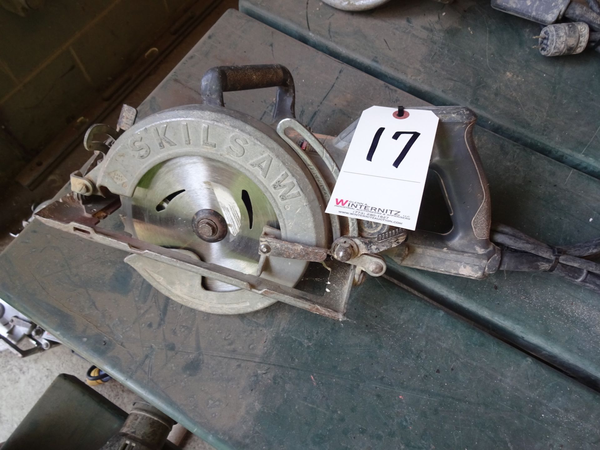 "Lot 17 - SKILSAW 7 1/4"" ELECTRIC CIRCULAR SAW"