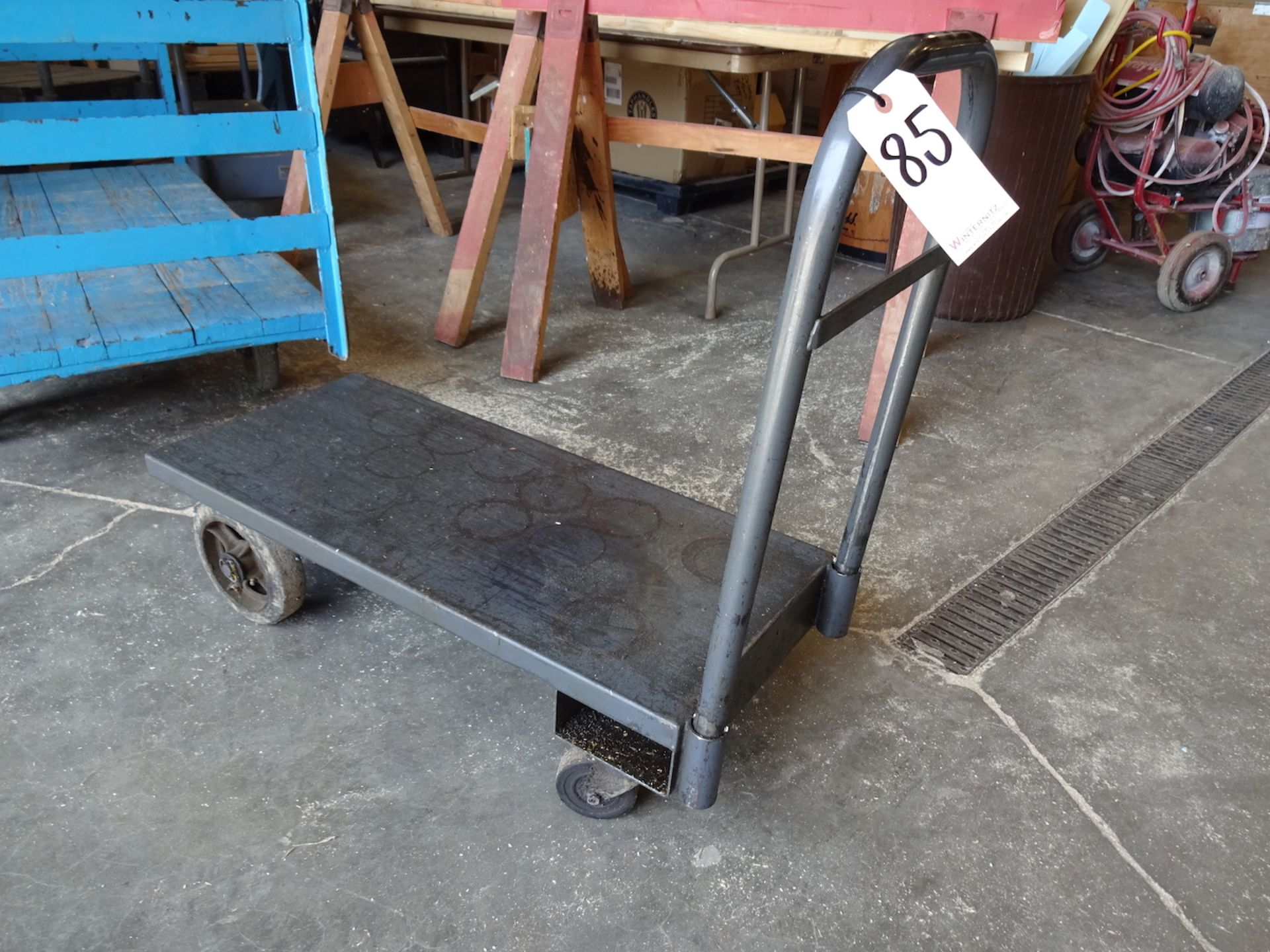Lot 85 - Shop Cart