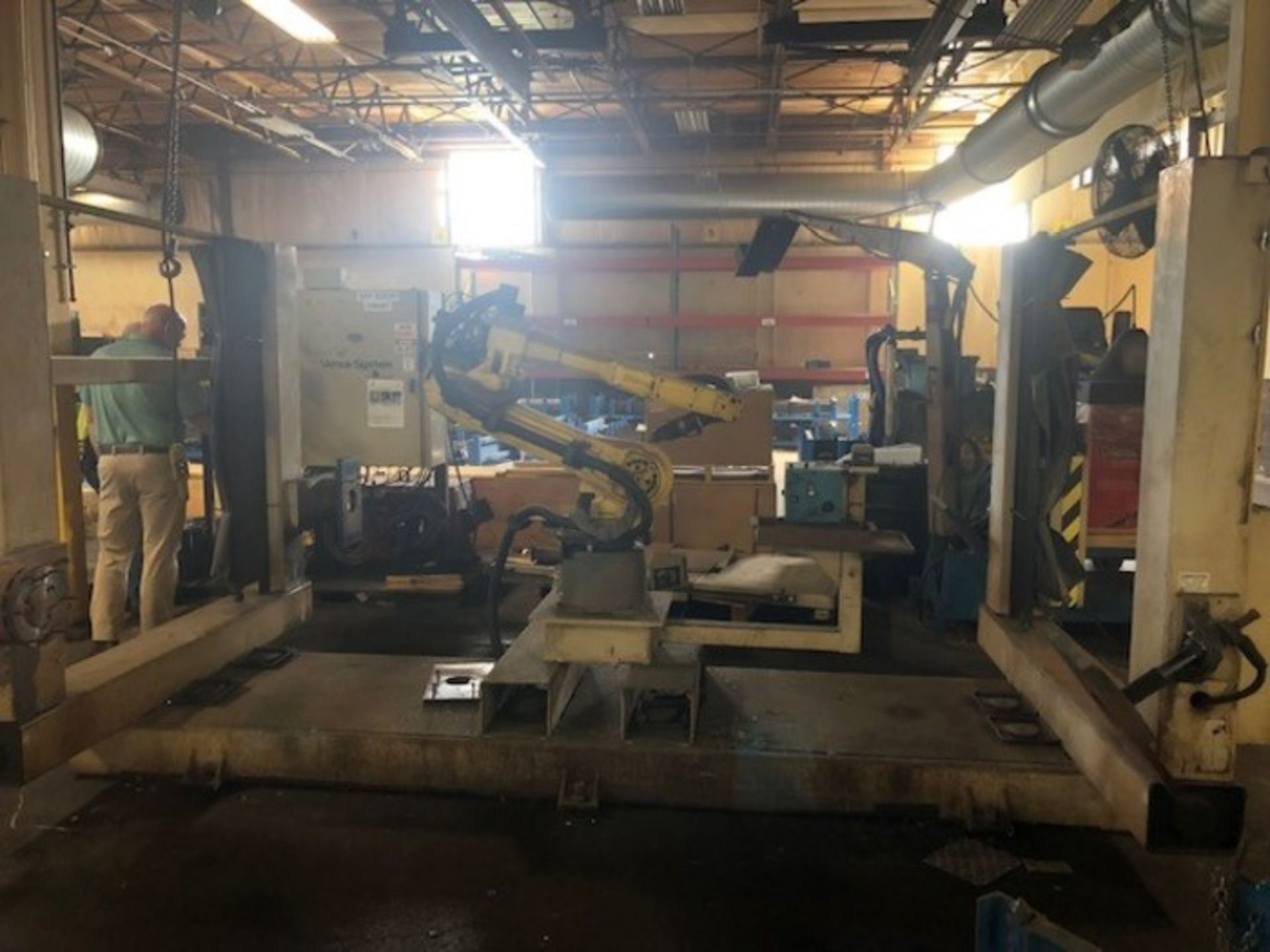 Lot 13 - FANUC ARCMATE 120IC/10L GENESIS 2G DUAL TRUNNION MIG WELDING CELL, YEAR 2008