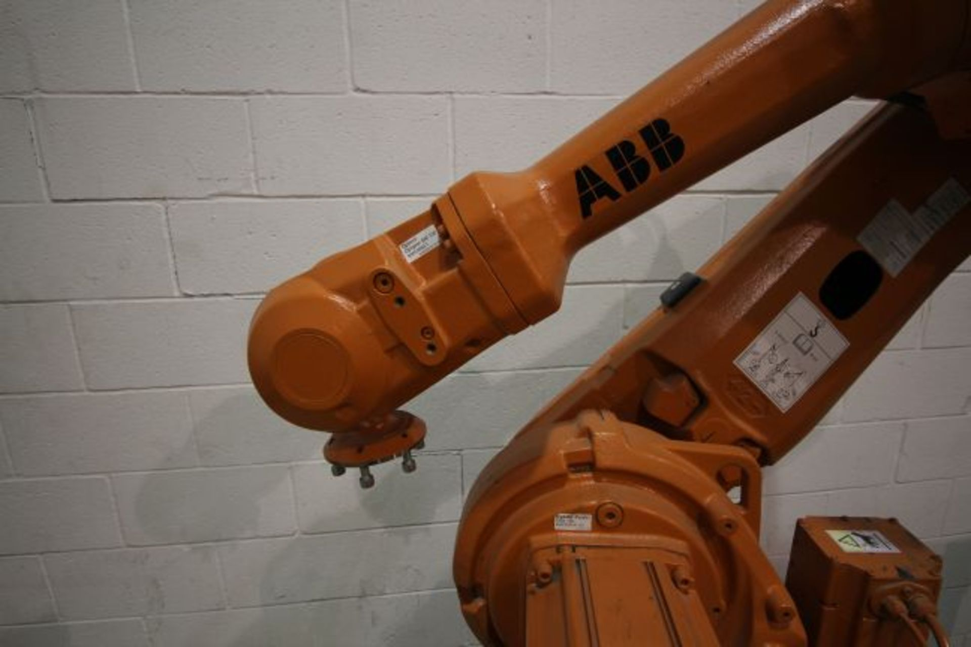 Lot 1 - ABB ROBOT IRB 4600 2.05/45KG WITH IRC5 CONTROLS, YEAR 2013, SN 500286 CABLES NO TEACH PENDANT