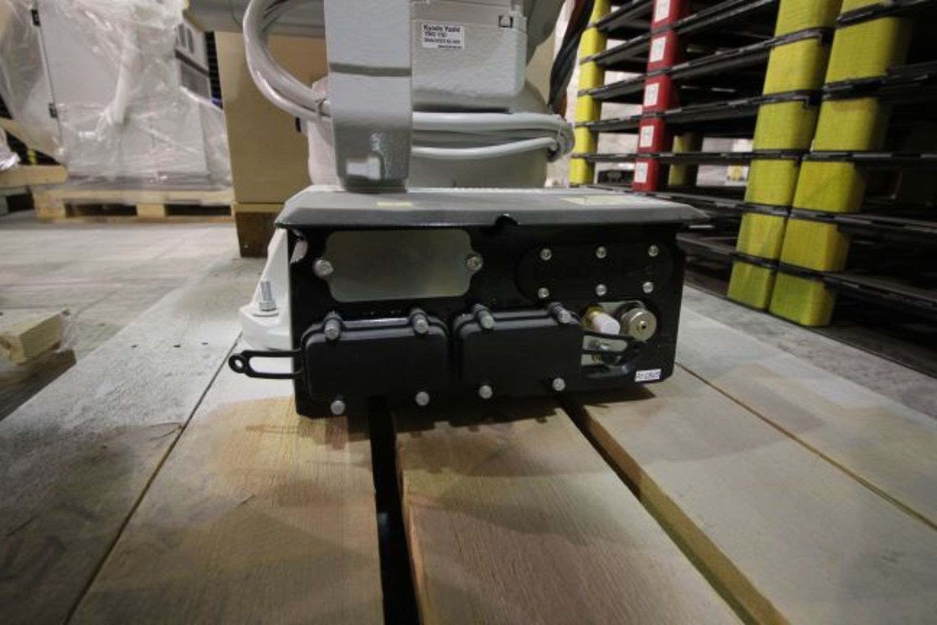 ABB ROBOT IRB 4600 2.55/40KG WITH IRC5 CONTROLS, YEAR 2015, 101896 TEACH PENDANT& CABLES - Image 5 of 11