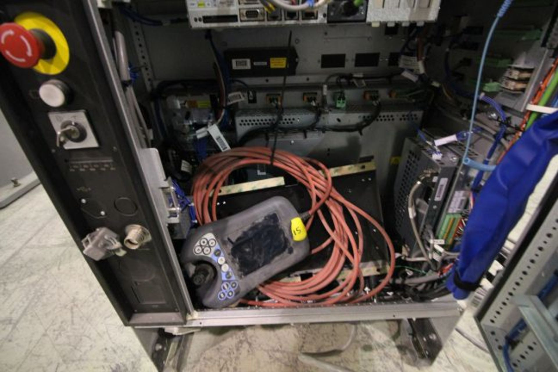 ABB ROBOT IRB 4600 2.55/40KG WITH IRC5 CONTROLS, YEAR 2014, SN 500869TEACH PENDANT& CABLES - Image 7 of 9