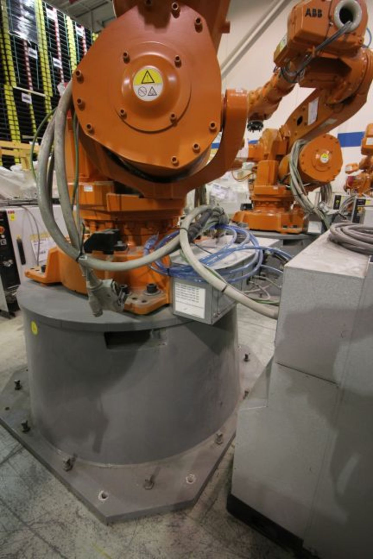 ABB ROBOT IRB 6640 2.8/185 WITH IRC5 CONTROLS, YEAR 2014, SN 503058 TEACH PENDANT & CABLES - Image 4 of 9