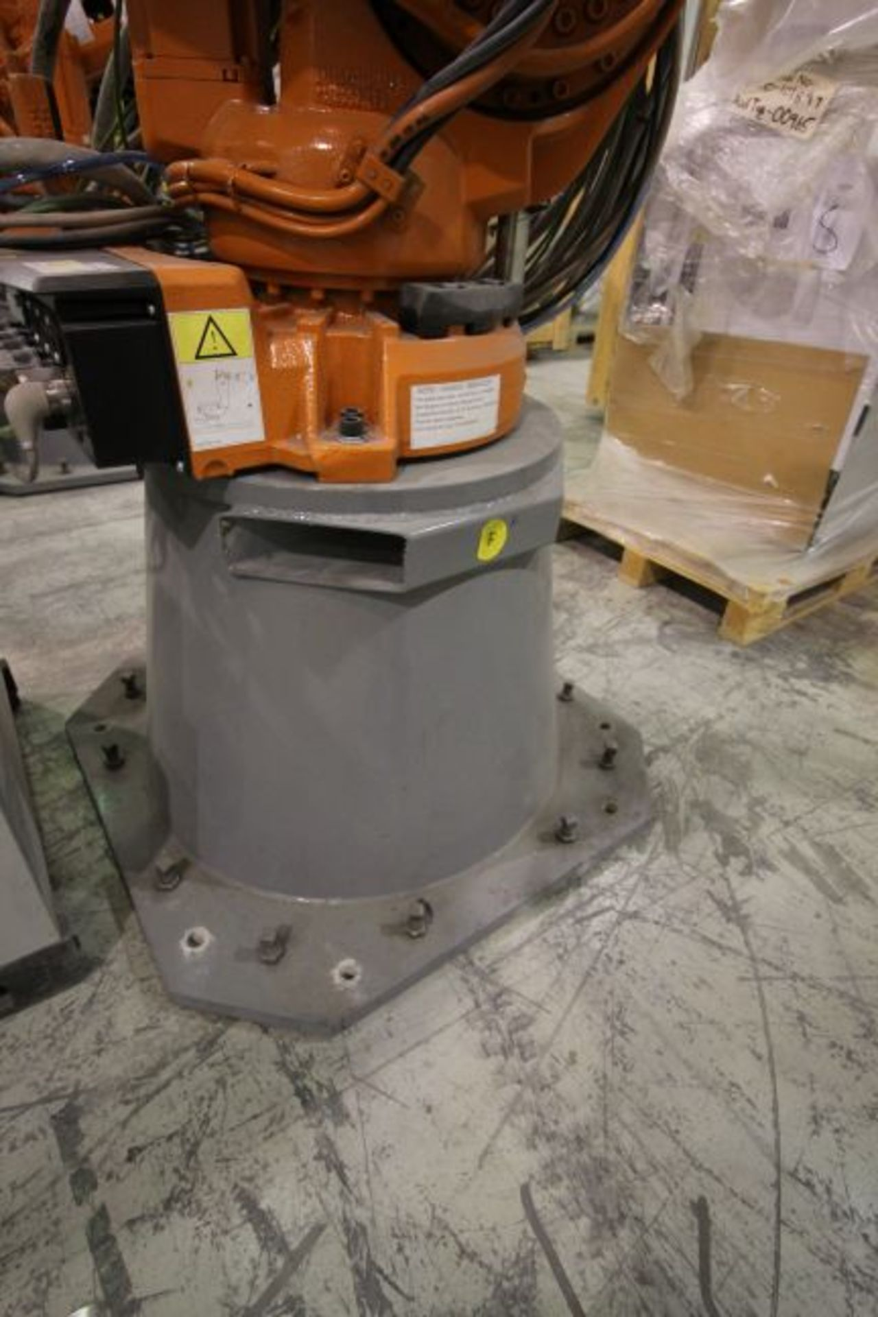ABB ROBOT IRB 4600 2.55/40KG WITH IRC5 CONTROLS, YEAR 2014, SN 500869TEACH PENDANT& CABLES - Image 4 of 9