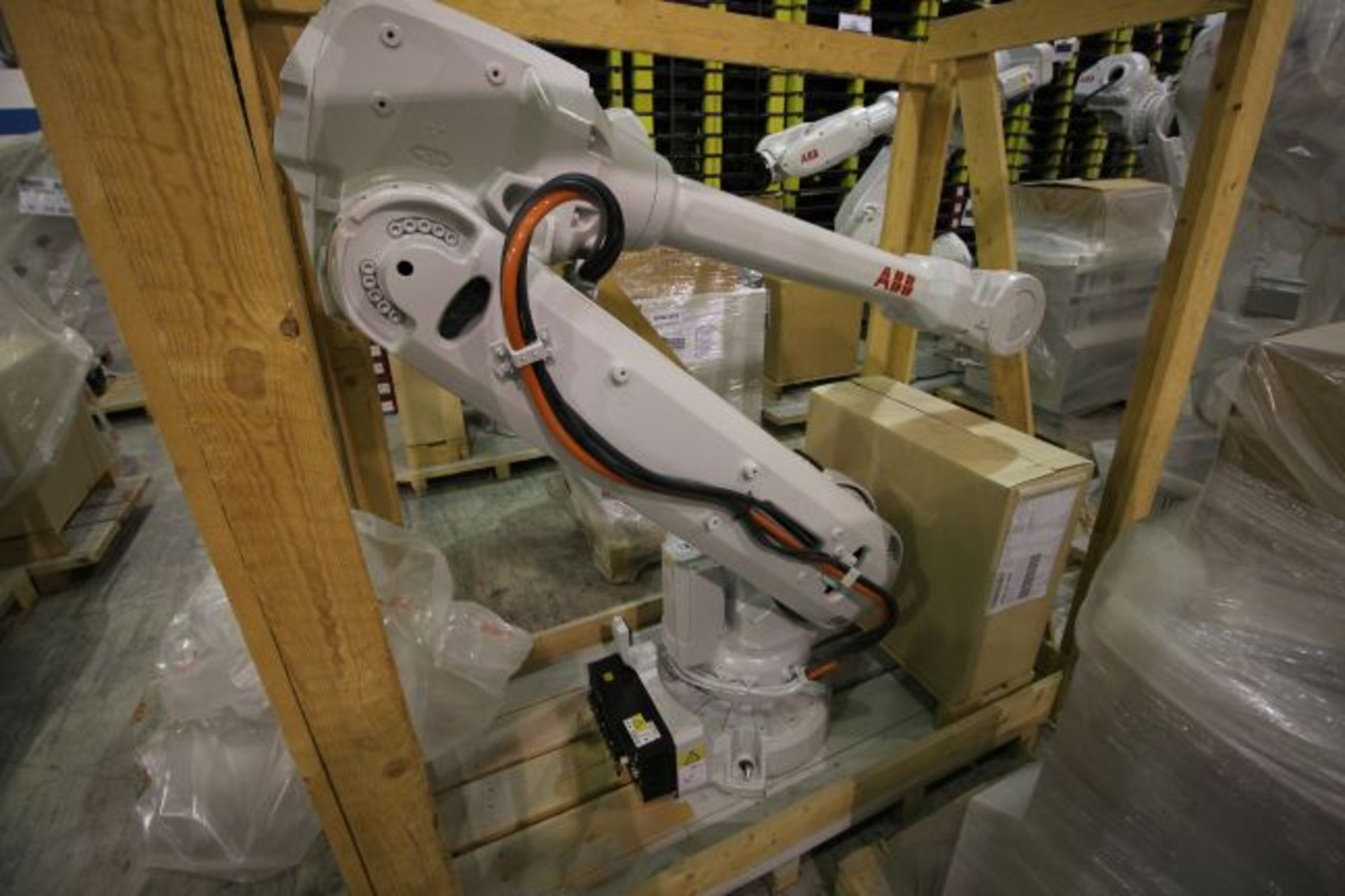 (NEW) ABB ROBOT IRB 4600 2.55/40KG WITH IRC5 CONTROLS, YEAR 2014, SN 101897 TEACH PENDANT& CABLES
