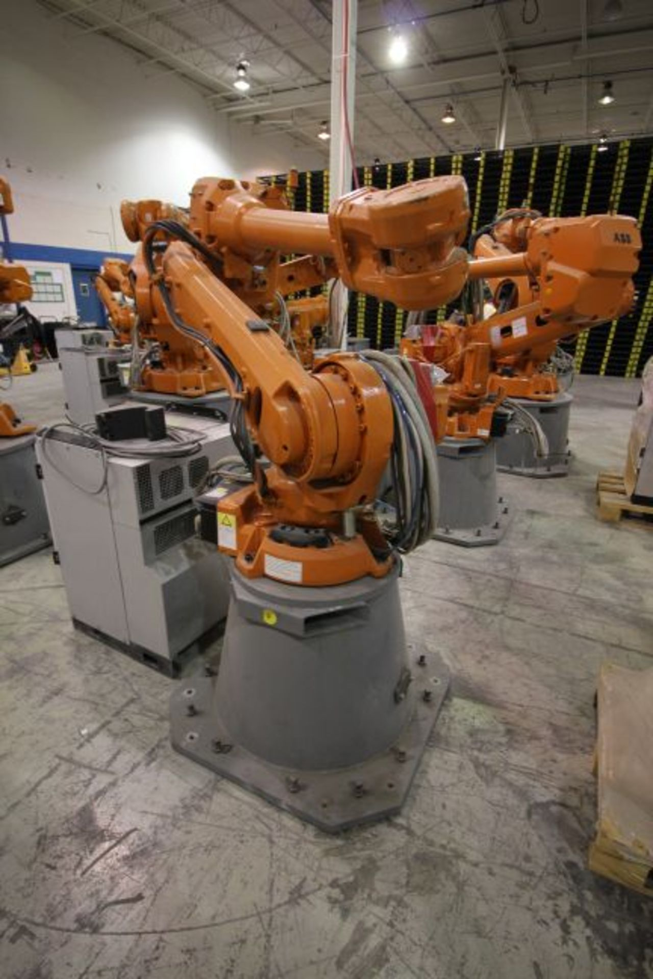 ABB ROBOT IRB 4600 2.55/40KG WITH IRC5 CONTROLS, YEAR 2014, SN 500869TEACH PENDANT& CABLES