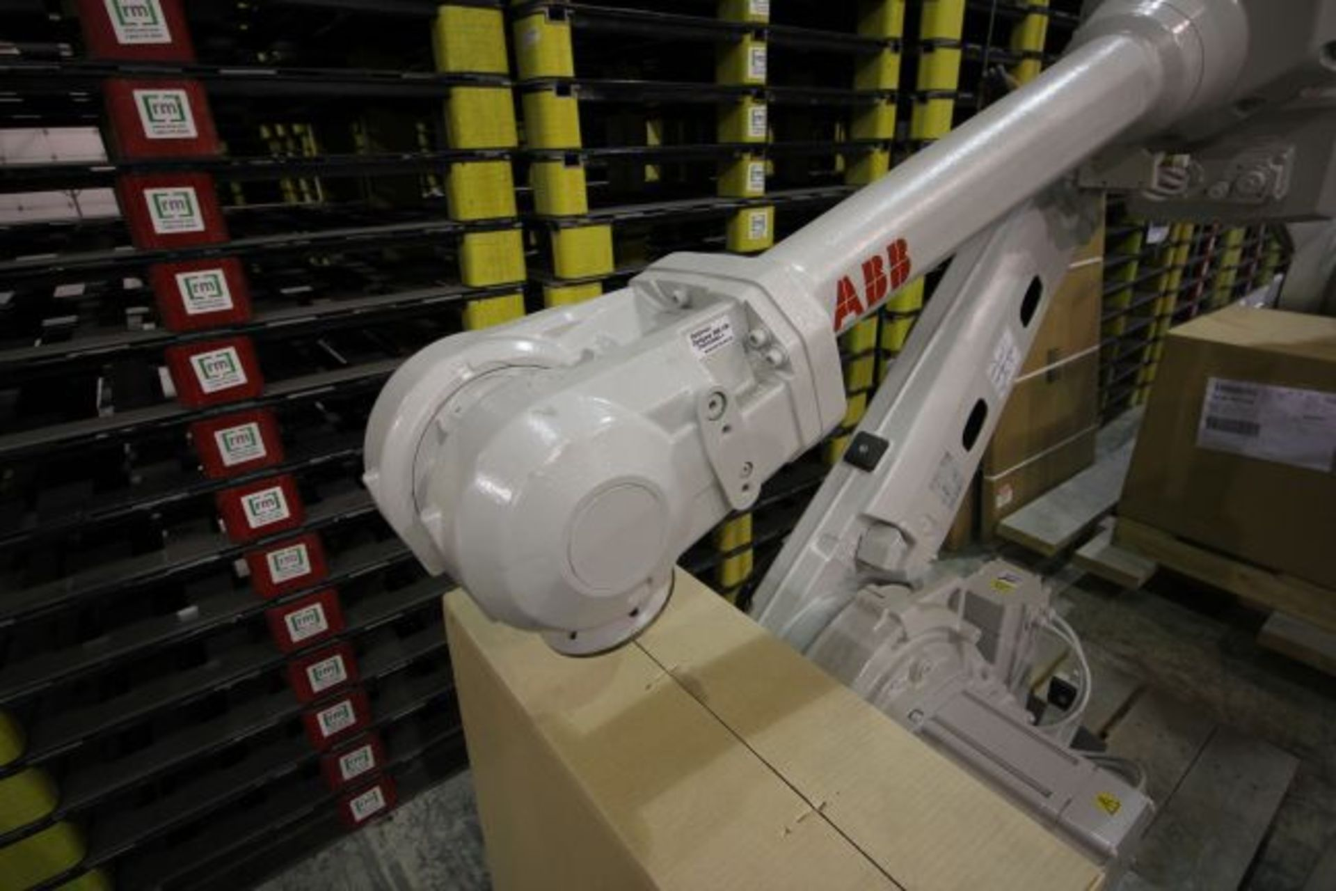 ABB ROBOT IRB 4600 2.55/40KG WITH IRC5 CONTROLS, YEAR 2015, 101896 TEACH PENDANT& CABLES - Image 3 of 11