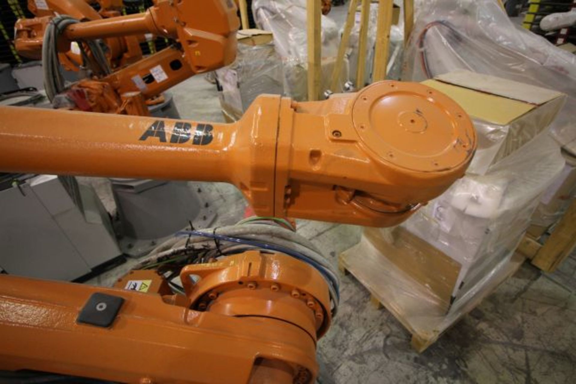 ABB ROBOT IRB 4600 2.55/40KG WITH IRC5 CONTROLS, YEAR 2014, SN 500869TEACH PENDANT& CABLES - Image 3 of 9