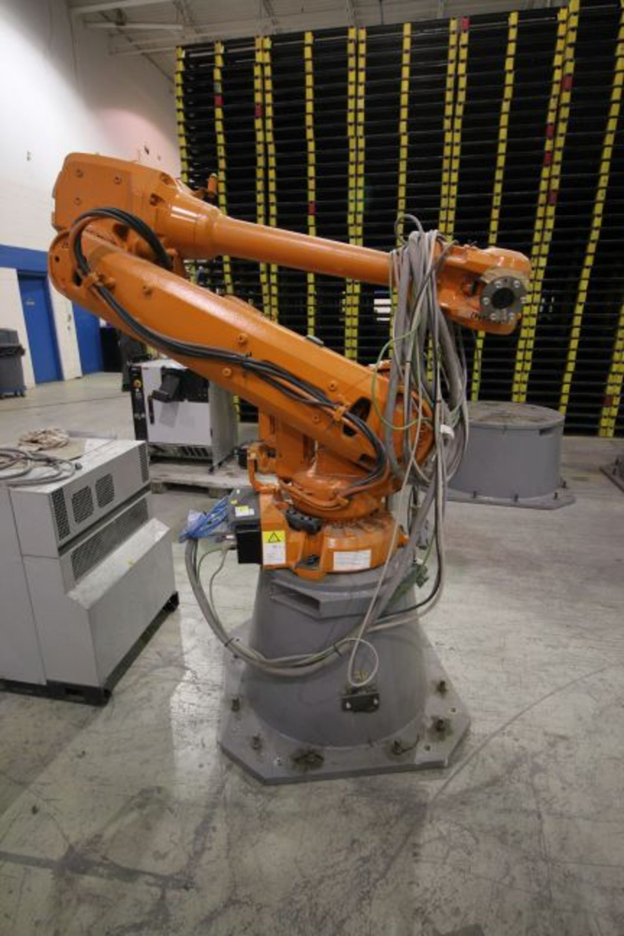 ABB ROBOT IRB 4600 2.55/40KG WITH IRC5 CONTROLS, YEAR 2014, SN 500798 TEACH PENDANT& CABLES