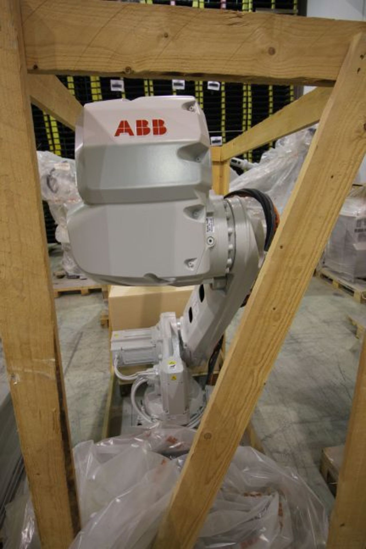 (NEW) ABB ROBOT IRB 4600 2.55/40KG WITH IRC5 CONTROLS, YEAR 2014, SN 101900 TEACH PENDANT& CABLES - Image 4 of 9