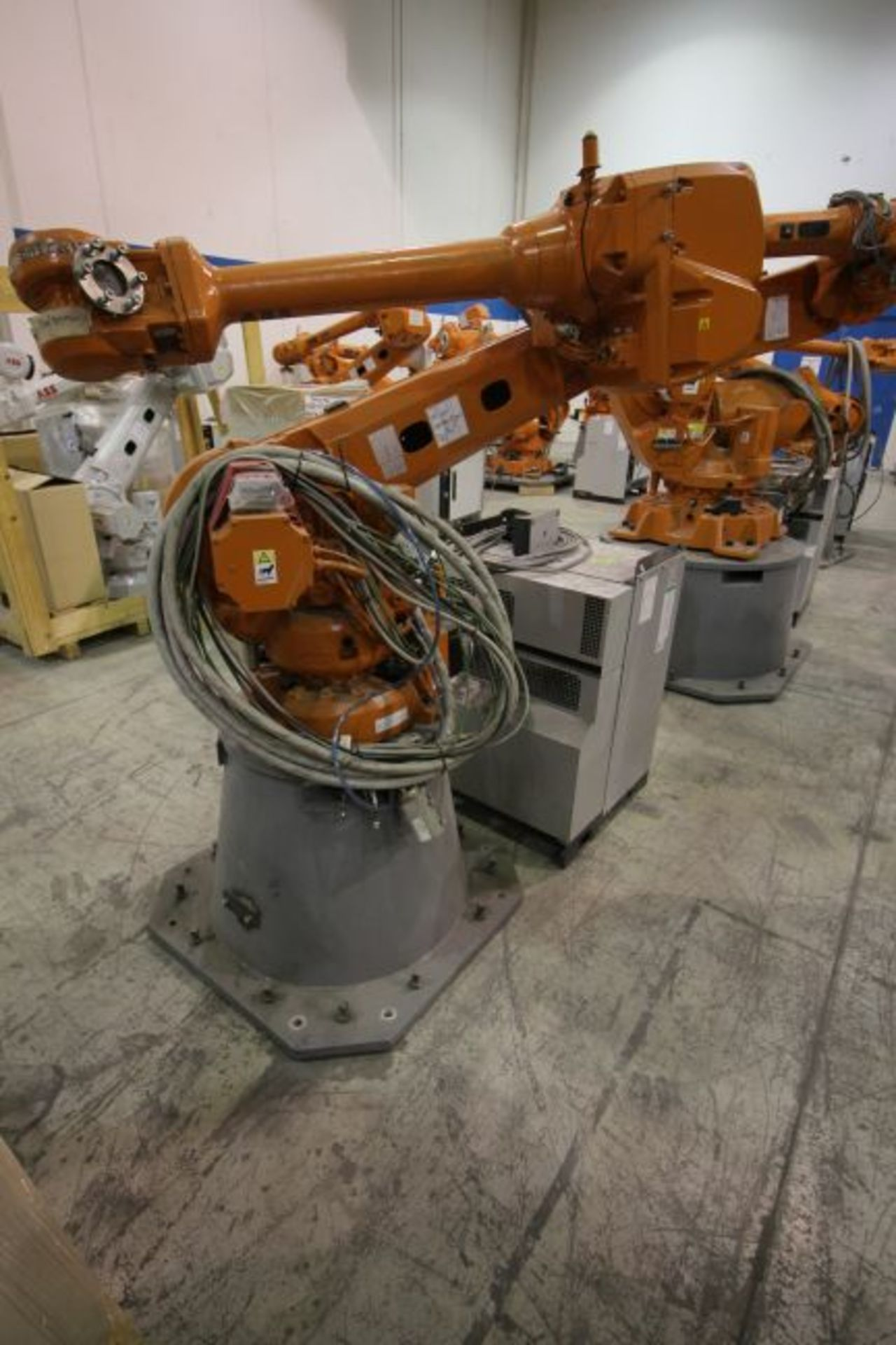 ABB ROBOT IRB 4600 2.55/40KG WITH IRC5 CONTROLS, YEAR 2014, SN 500869TEACH PENDANT& CABLES - Image 2 of 9