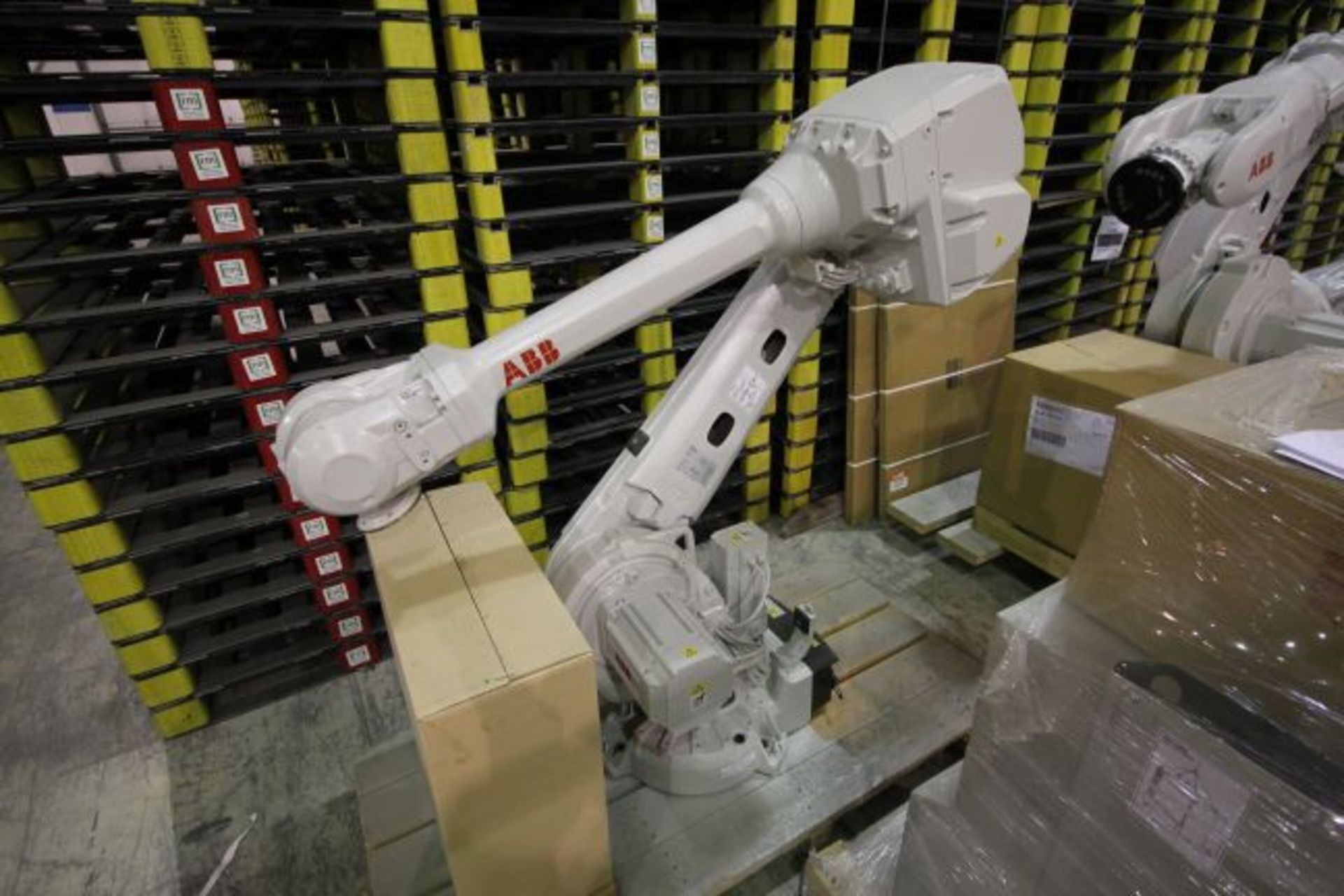 ABB ROBOT IRB 4600 2.55/40KG WITH IRC5 CONTROLS, YEAR 2015, 101896 TEACH PENDANT& CABLES - Image 2 of 11