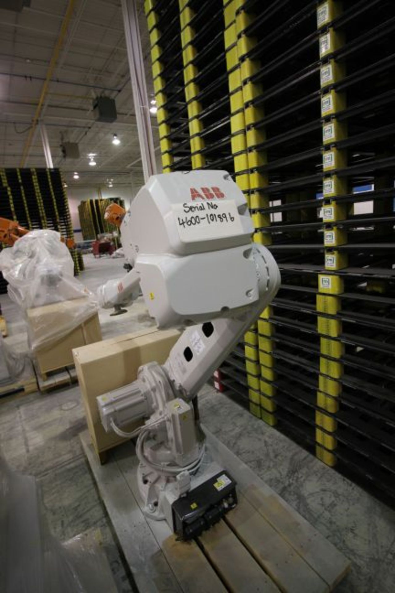 ABB ROBOT IRB 4600 2.55/40KG WITH IRC5 CONTROLS, YEAR 2015, 101896 TEACH PENDANT& CABLES - Image 4 of 11