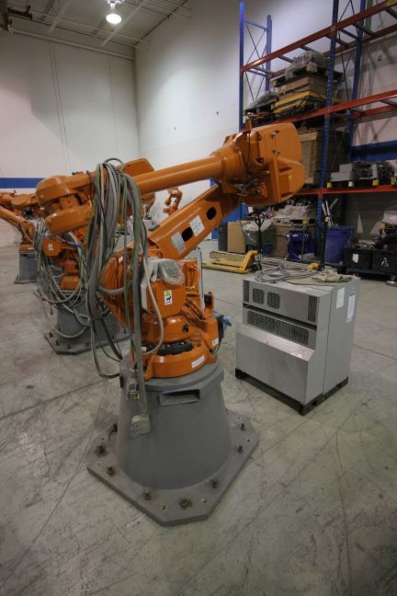 ABB ROBOT IRB 4600 2.55/40KG WITH IRC5 CONTROLS, YEAR 2014, SN 500798 TEACH PENDANT& CABLES - Image 2 of 9