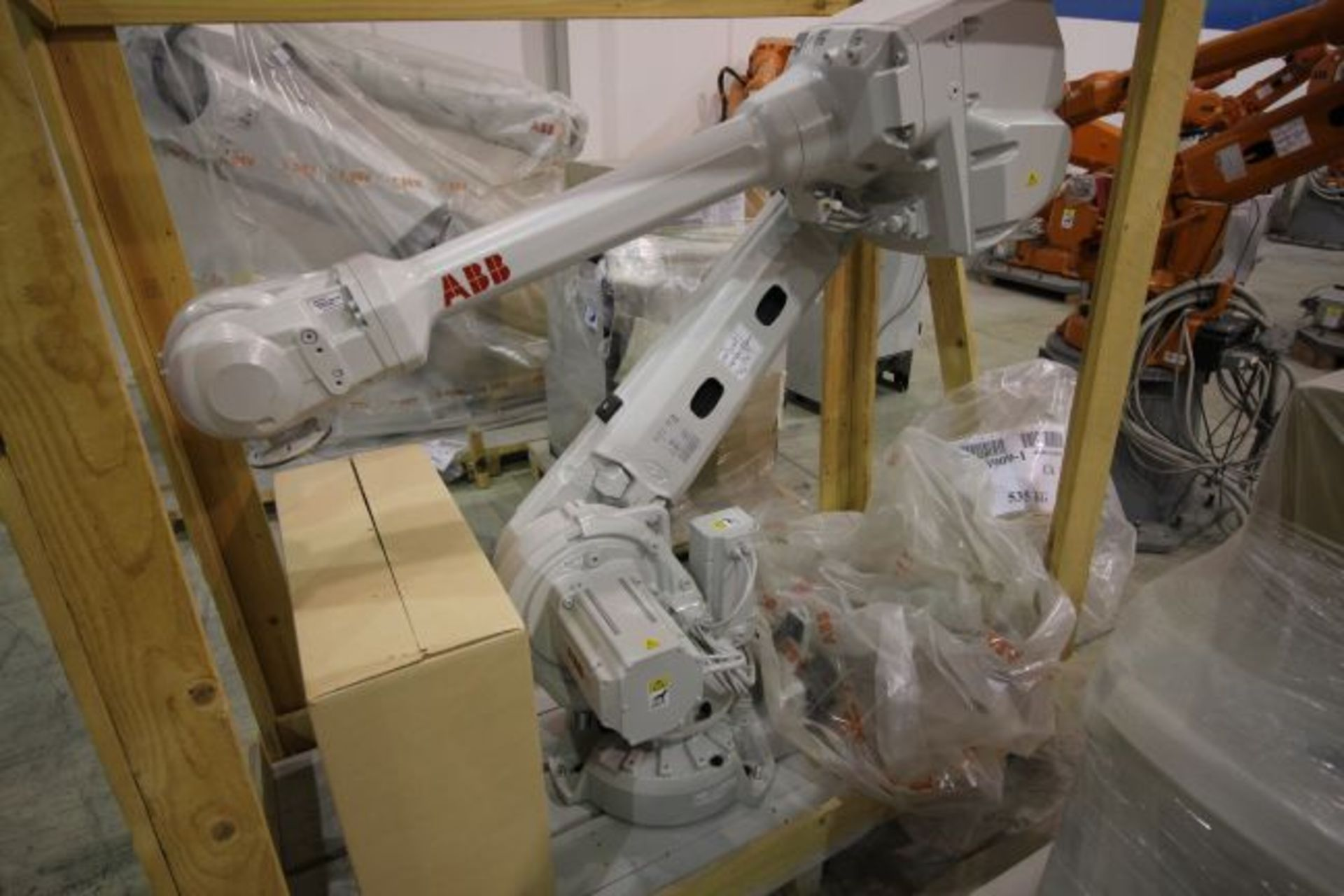 (NEW) ABB ROBOT IRB 4600 2.55/40KG WITH IRC5 CONTROLS, YEAR 2014, SN 101900 TEACH PENDANT& CABLES - Image 2 of 9