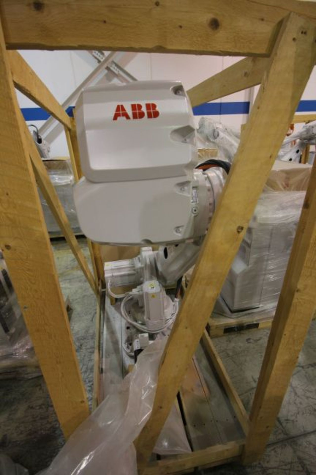(NEW) ABB ROBOT IRB 4600 2.55/40KG WITH IRC5 CONTROLS, YEAR 2014, SN 101897 TEACH PENDANT& CABLES - Image 4 of 11