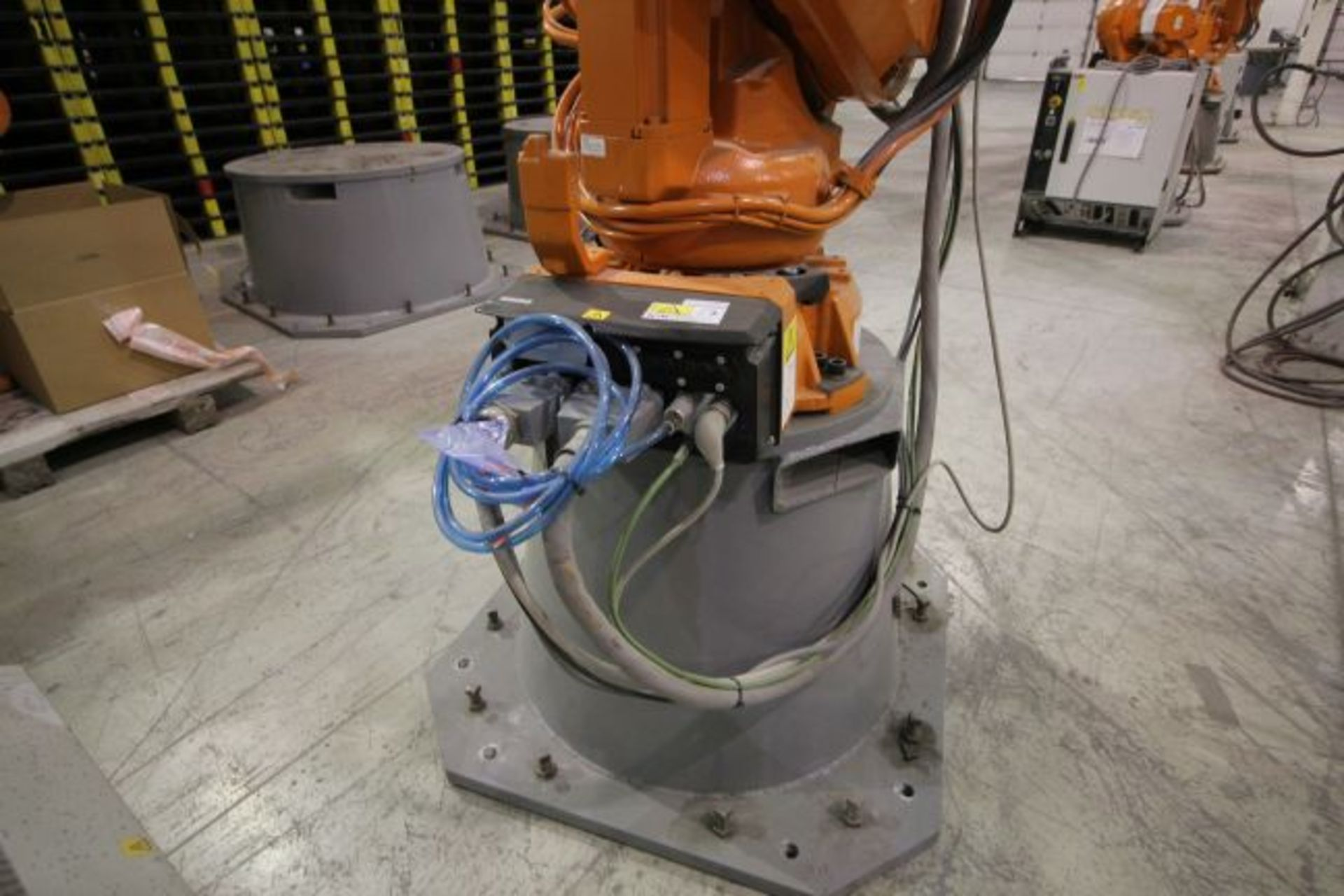 ABB ROBOT IRB 4600 2.55/40KG WITH IRC5 CONTROLS, YEAR 2014, SN 500798 TEACH PENDANT& CABLES - Image 4 of 9
