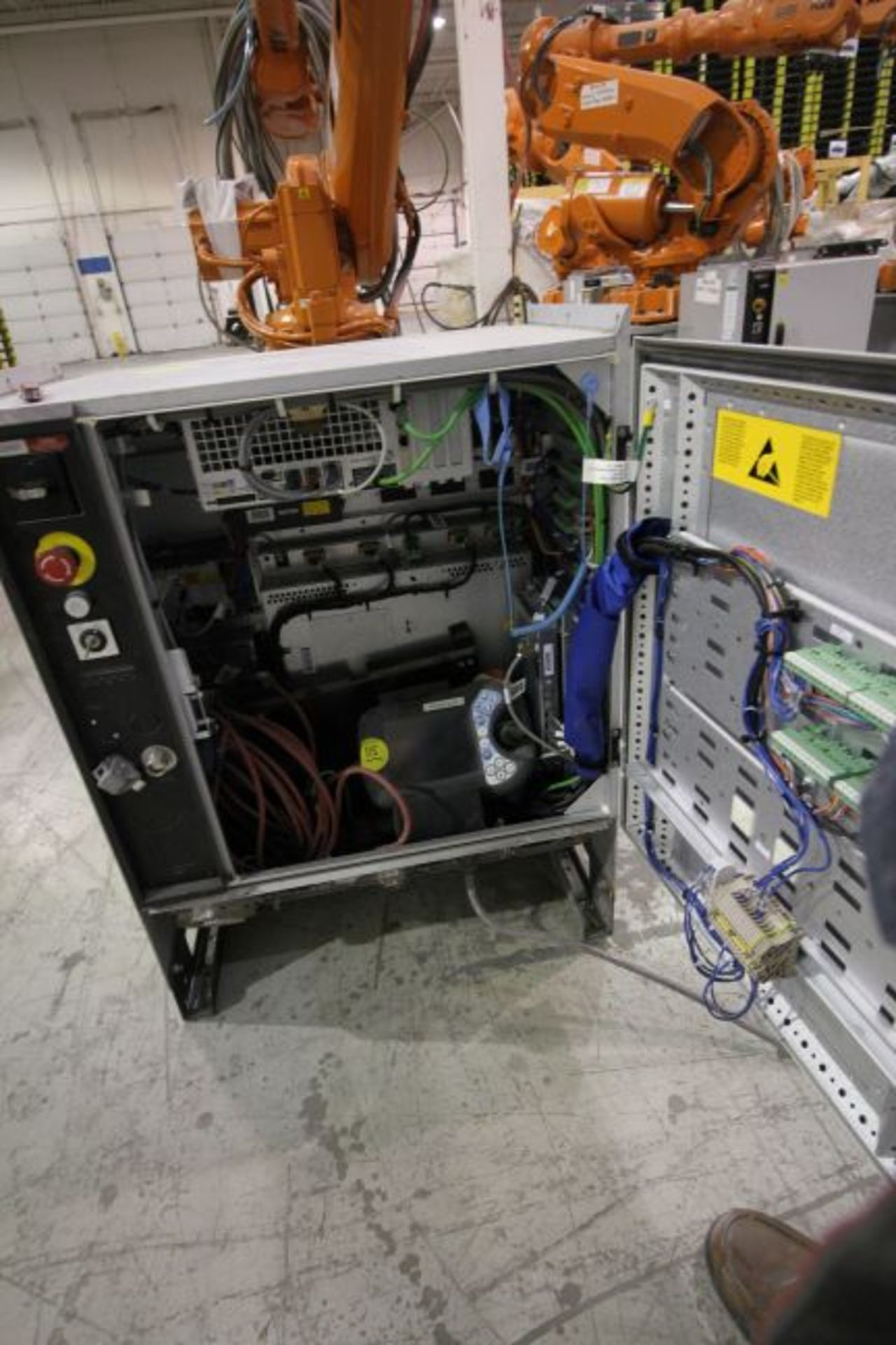 ABB ROBOT IRB 4600 2.55/40KG WITH IRC5 CONTROLS, YEAR 2014, SN 500798 TEACH PENDANT& CABLES - Image 6 of 9