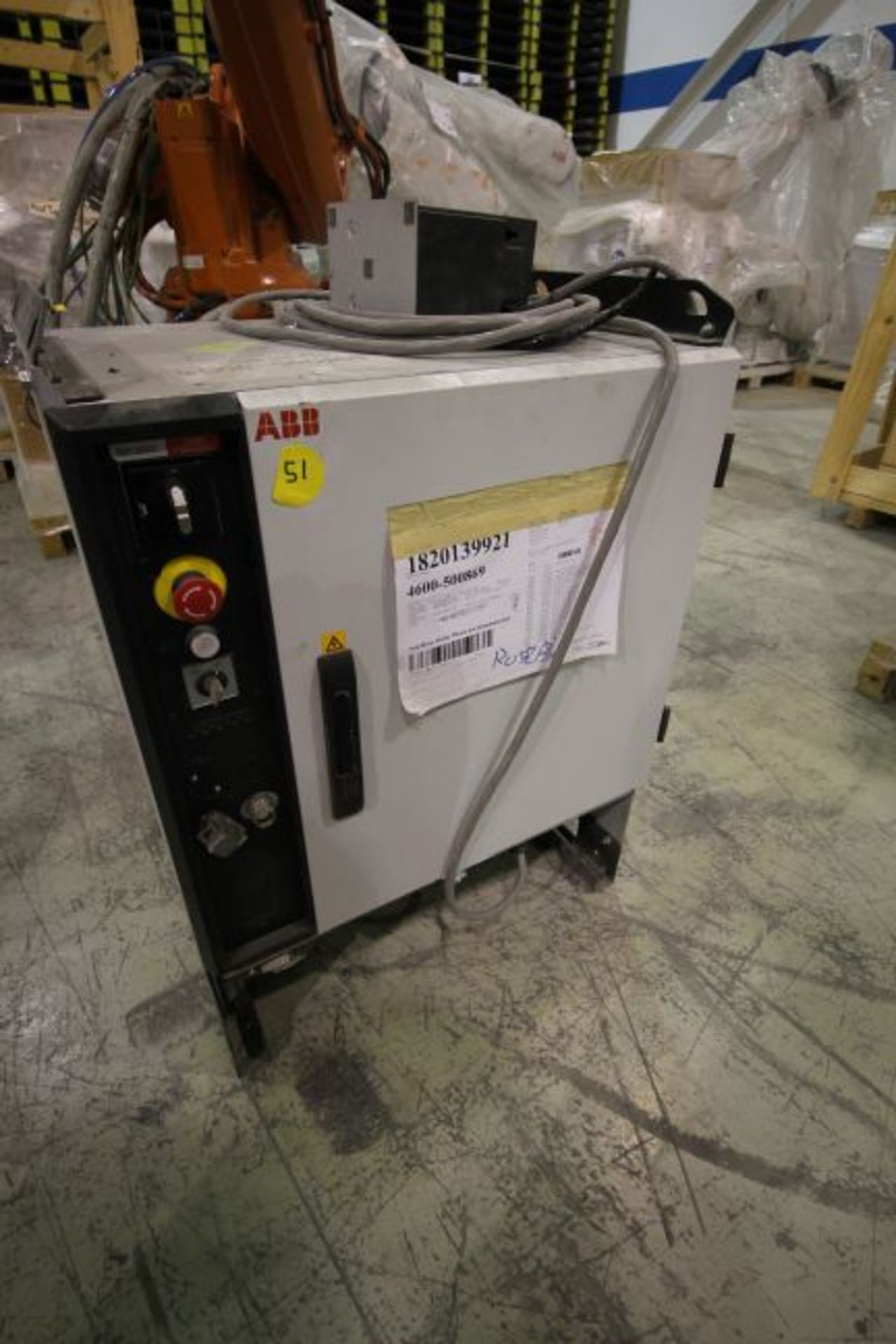 ABB ROBOT IRB 4600 2.55/40KG WITH IRC5 CONTROLS, YEAR 2014, SN 500869TEACH PENDANT& CABLES - Image 5 of 9