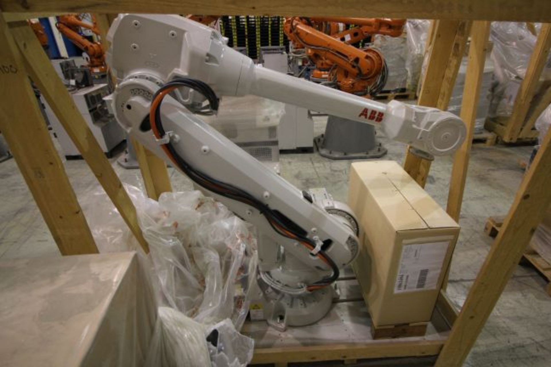 (NEW) ABB ROBOT IRB 4600 2.55/40KG WITH IRC5 CONTROLS, YEAR 2014, SN 101900 TEACH PENDANT& CABLES